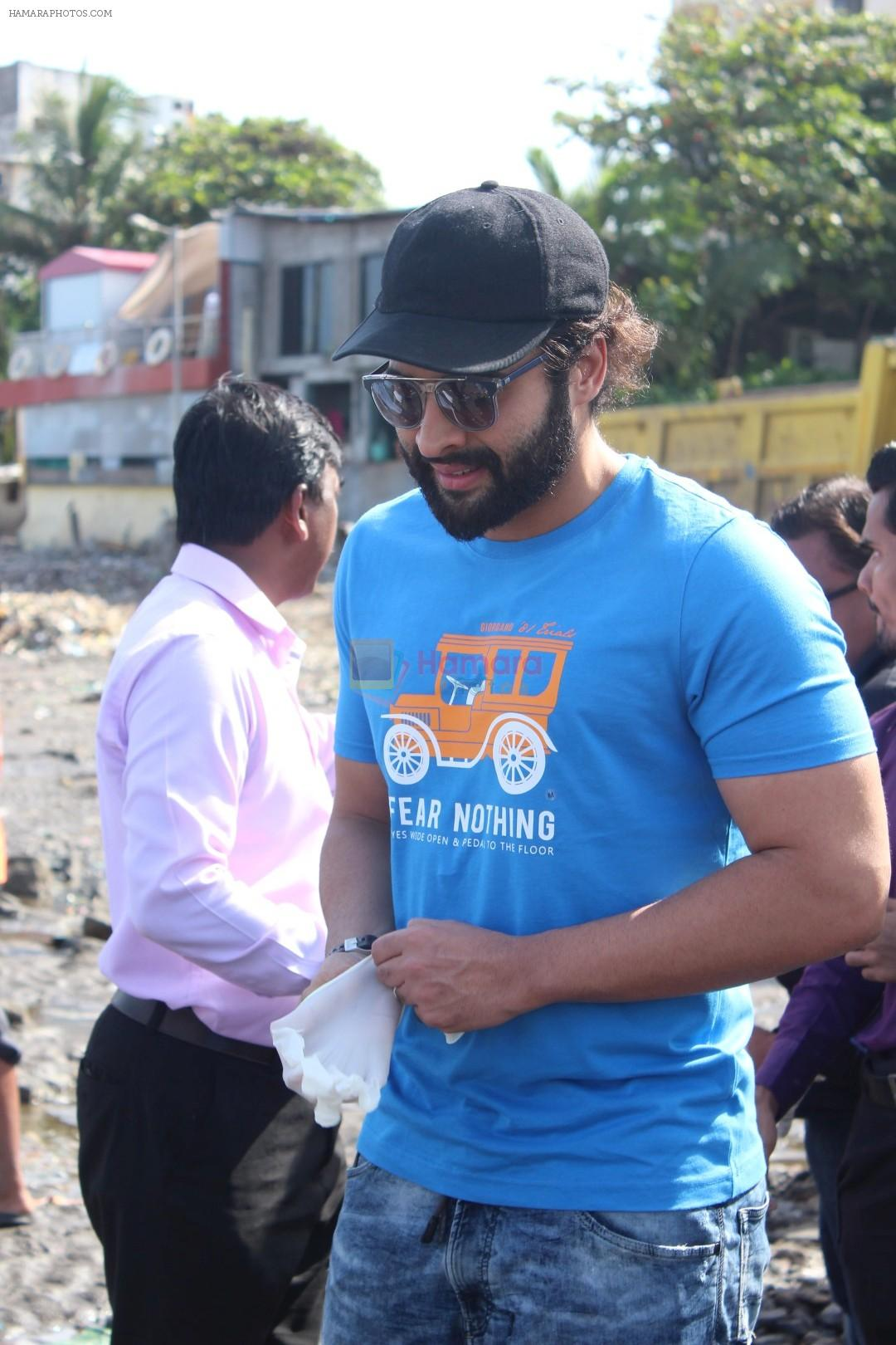 Jackky Bhagnani, Pooja Bhatt at Chimbai Beach Clean Up Drive By BMC on 18th June 2017