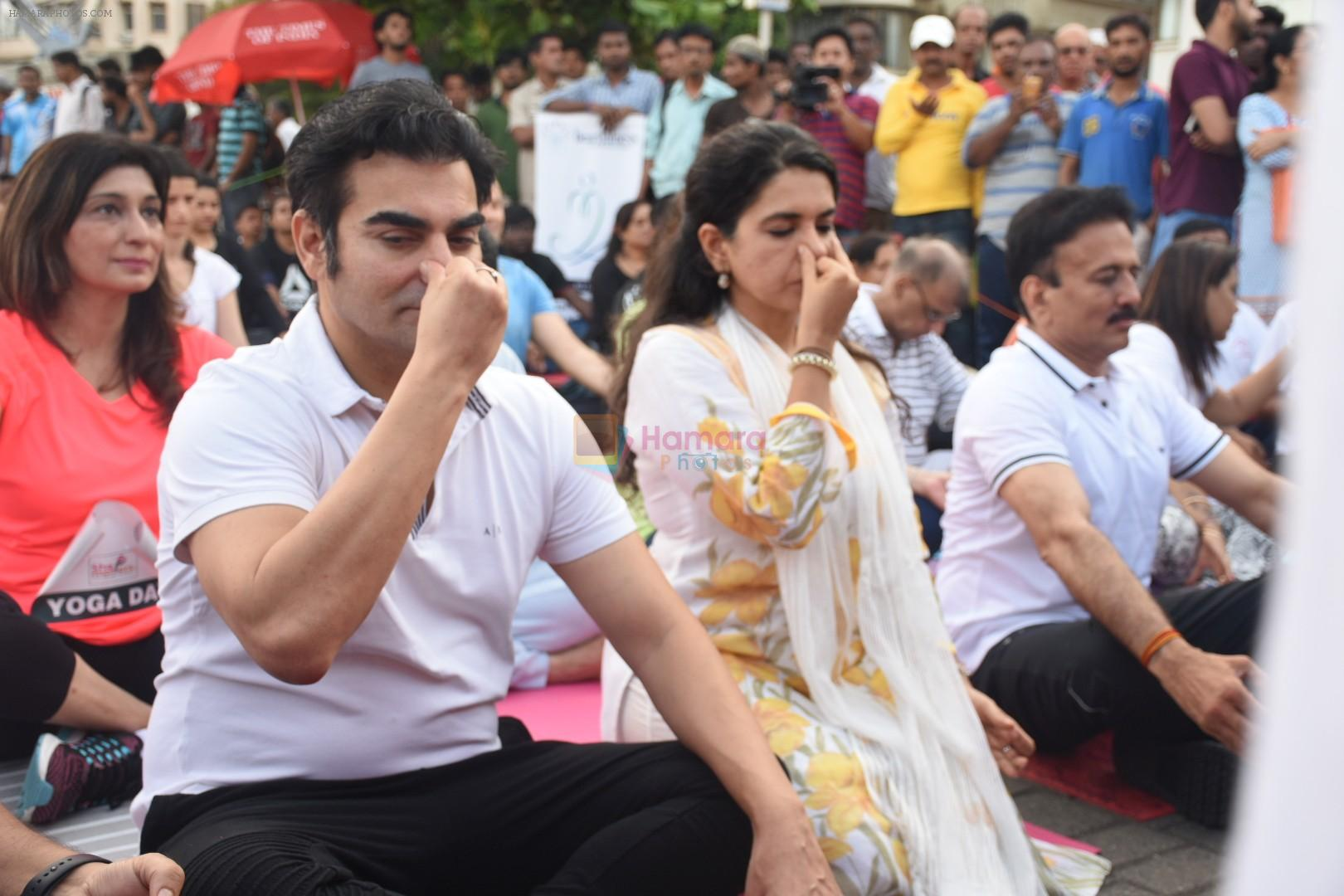 Arbaaz Khan, Shaina NC at Mass yoga session to mark the 3rd International Yoga Day at Marine Drive on 21st June 2017