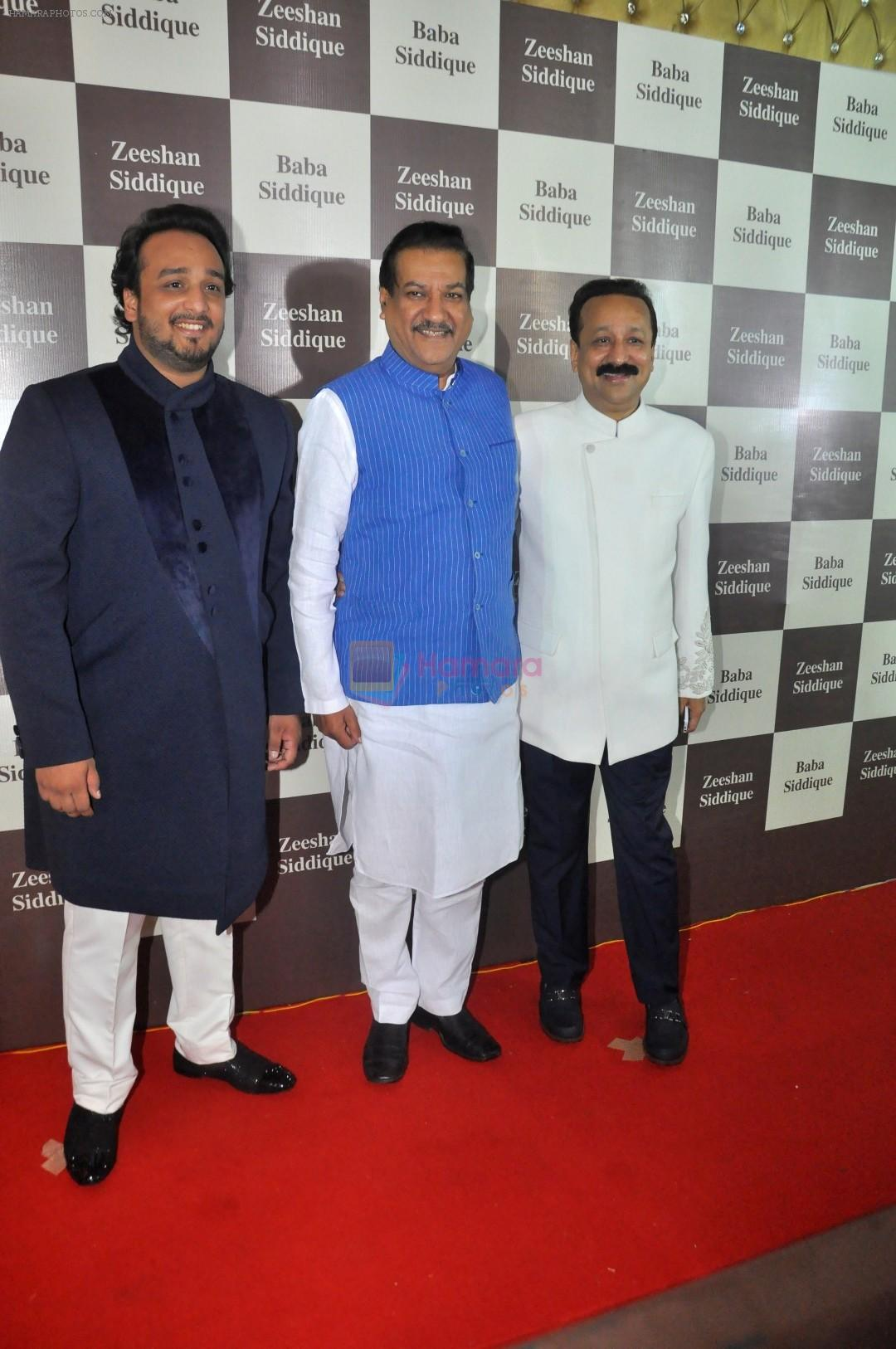 Baba Siddique Iftar Party in Mumbai on 24th June 2017