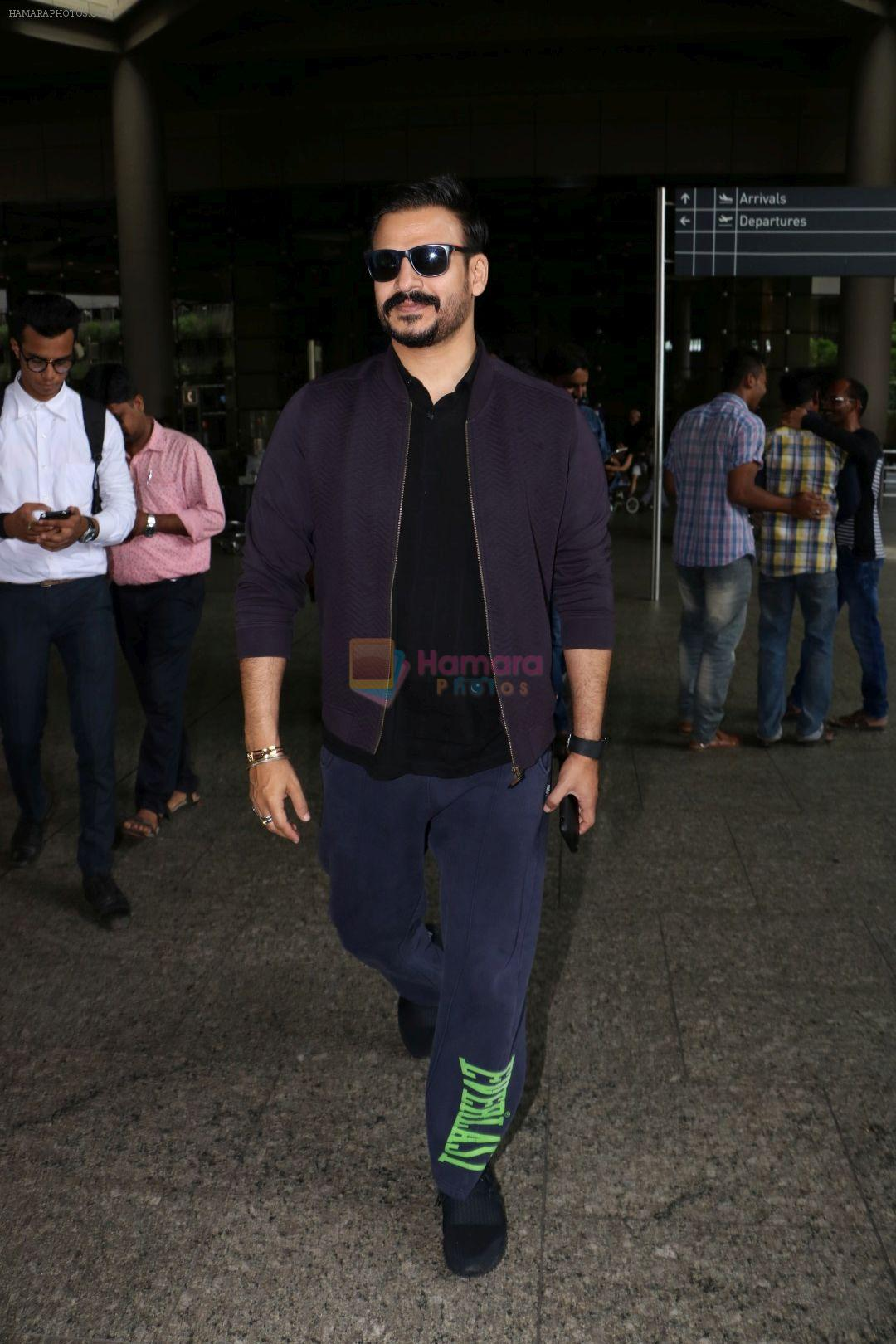 Vivek Oberoi Spotted At Airport on 30th June 2017