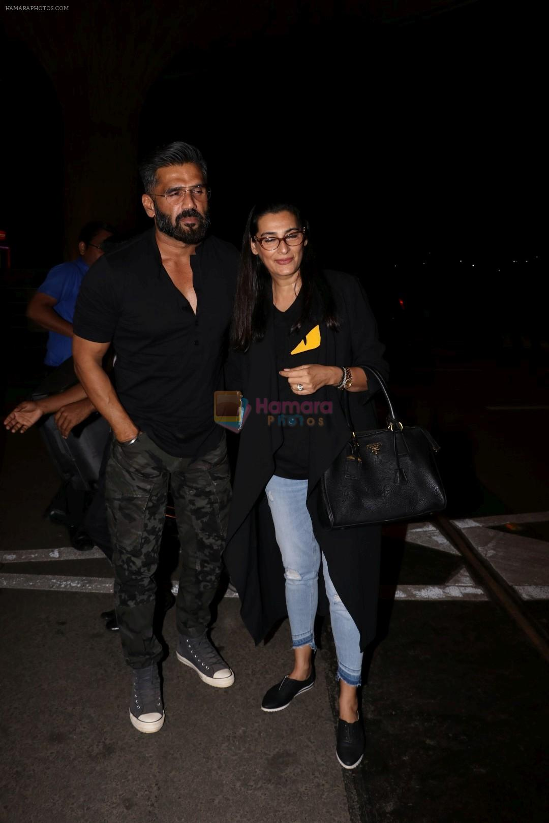 Suniel Shetty, Mana Shetty snapped in Mumbai airport leaving For IIFA which will held in New York on 11th July 2017