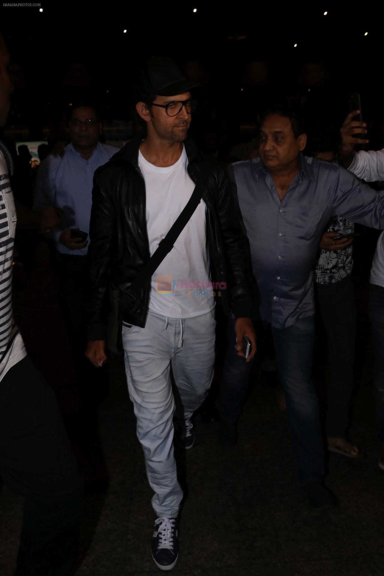 Hrithik Roshan Spotted At Airport on 22nd July 2017