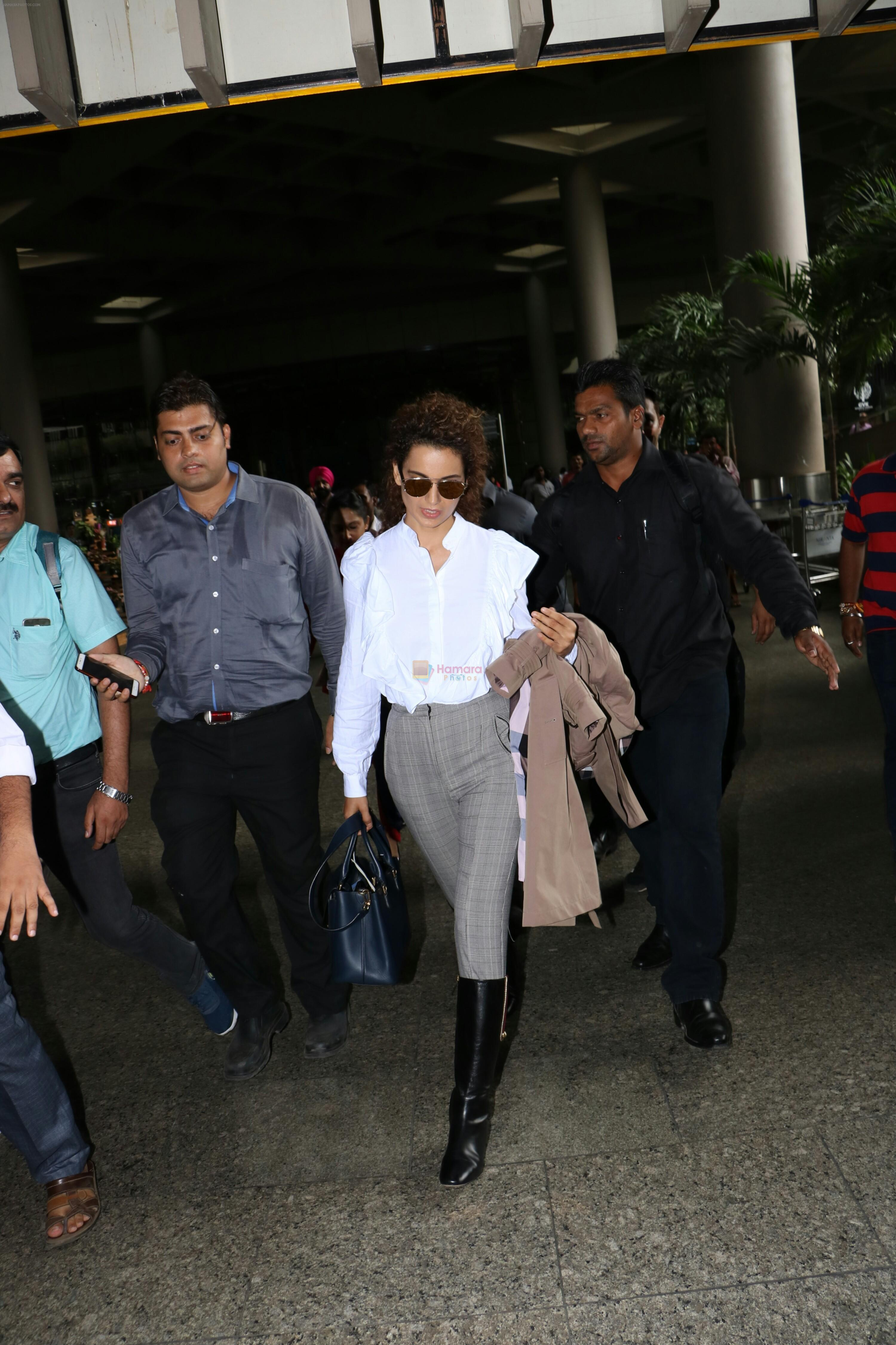 Kangana Ranaut Spotted At Airport on 8th Aug 2017