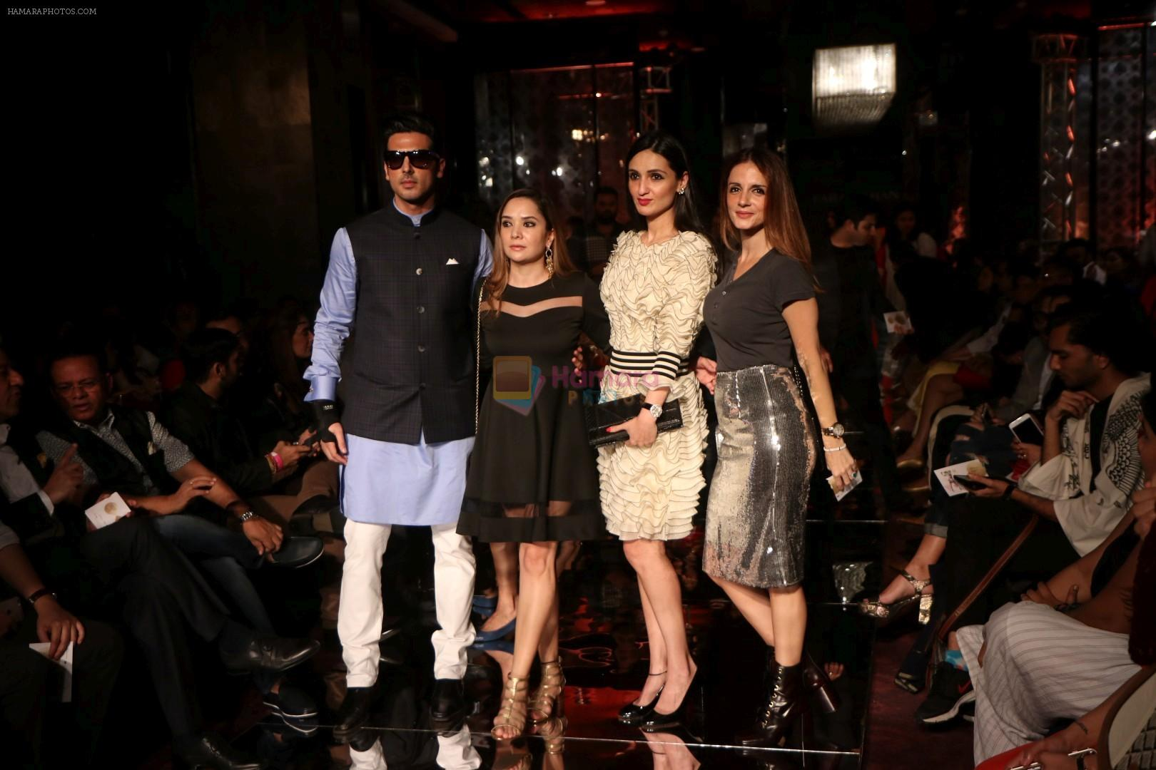 Zayed Khan, Sussanne Khan As Guest At LFW 2017 on 18th Aug ...