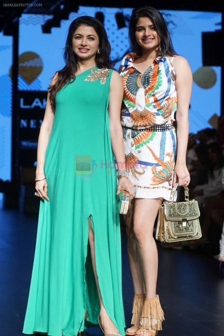 Bhagyashree As Guest At LFW Winter Festive 2017 on 20th Aug 2017-1