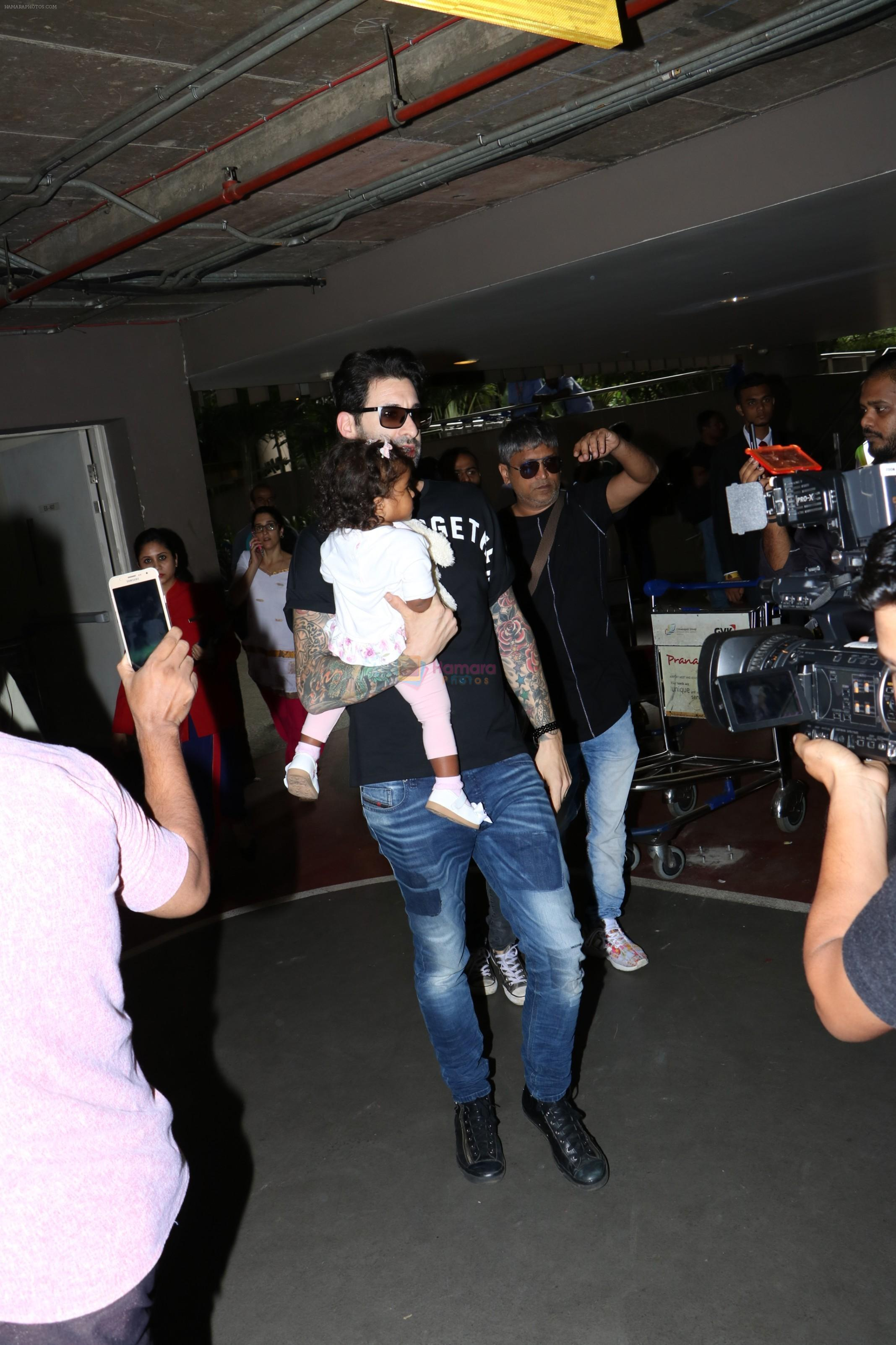 Sunny Leone Spotted At Airport on 18th Sept 2017 / Sunny ...