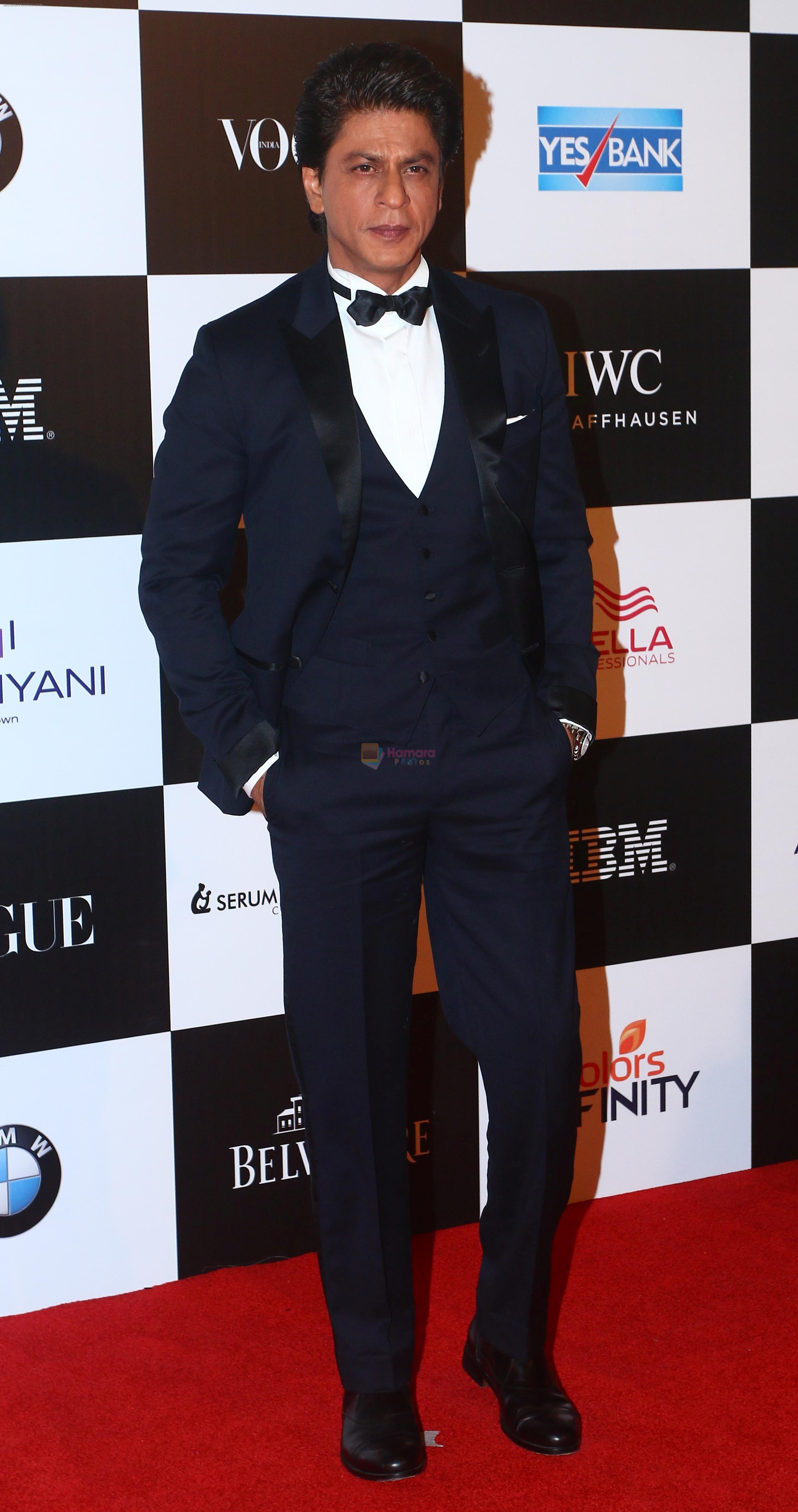 Shah Rukh Khan at the Red Carpet Of Vogue Women Of The Year 2017 on 25th Sept 2017