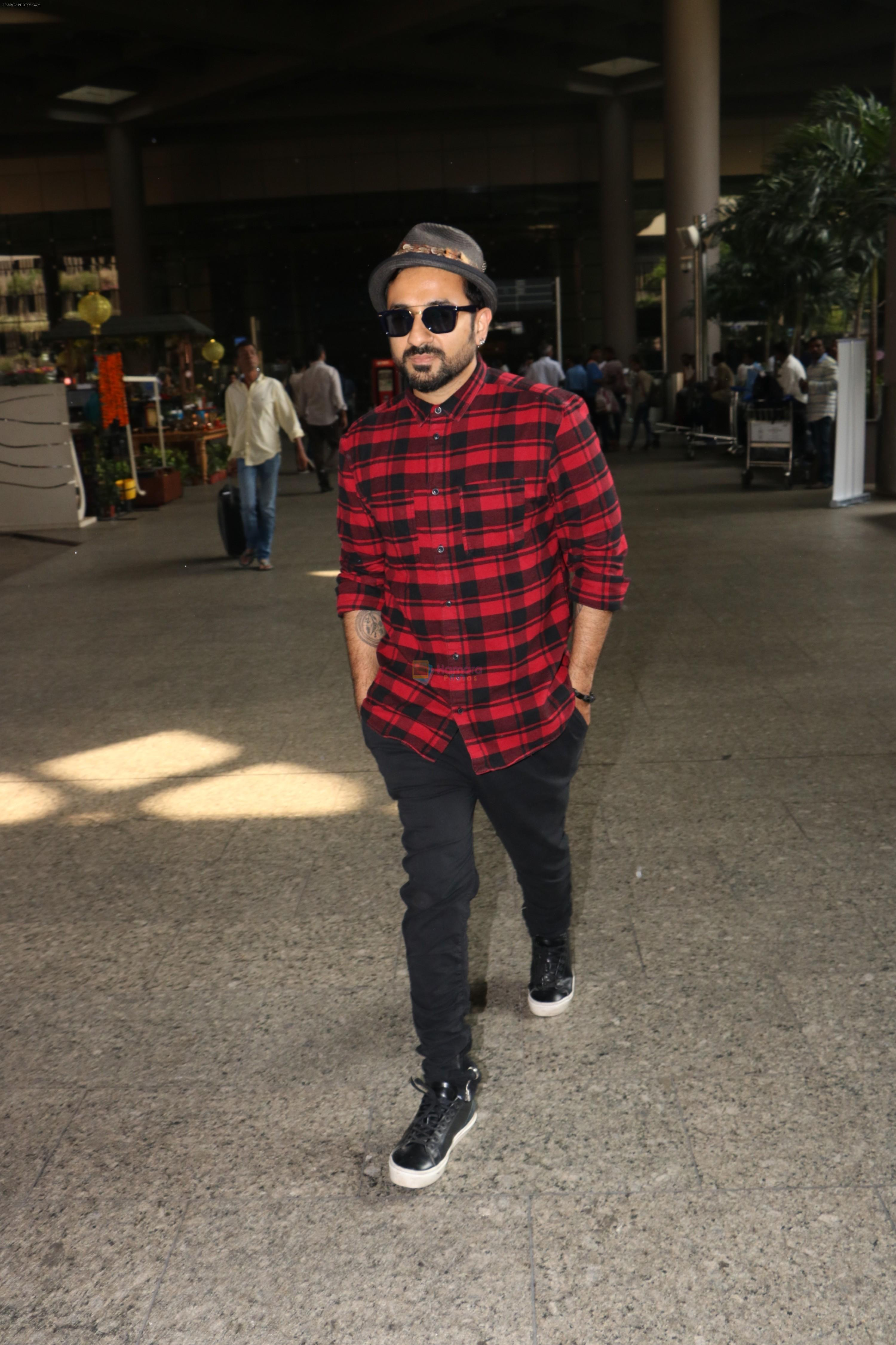 Vir Das Spotted At Airport on 18th Oct 2017