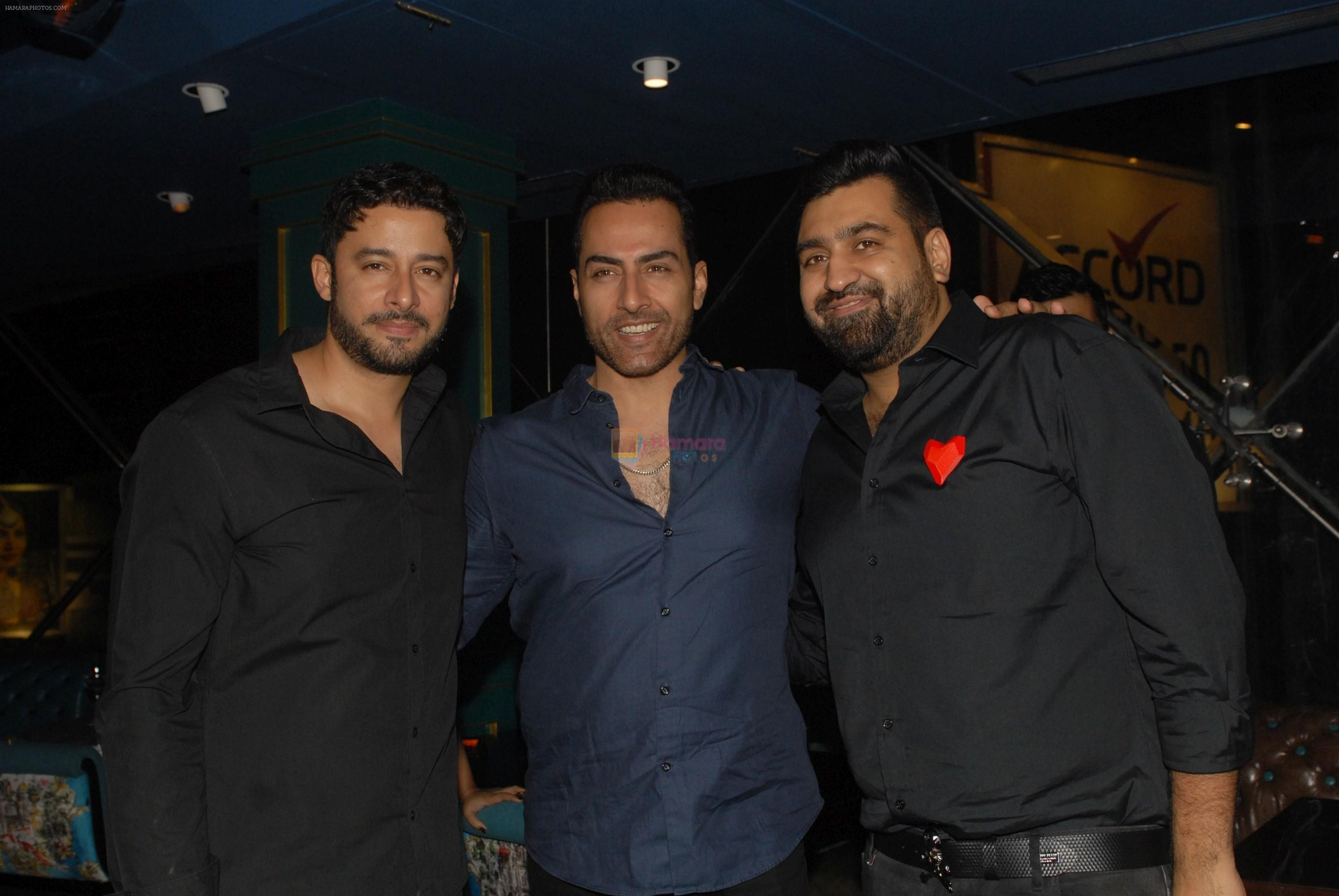 Zulfi Syed and Sudhanshu Pandey at the Launch Of Priyank Sukhija's Restaurant Jalwa on 26th Oct 2017