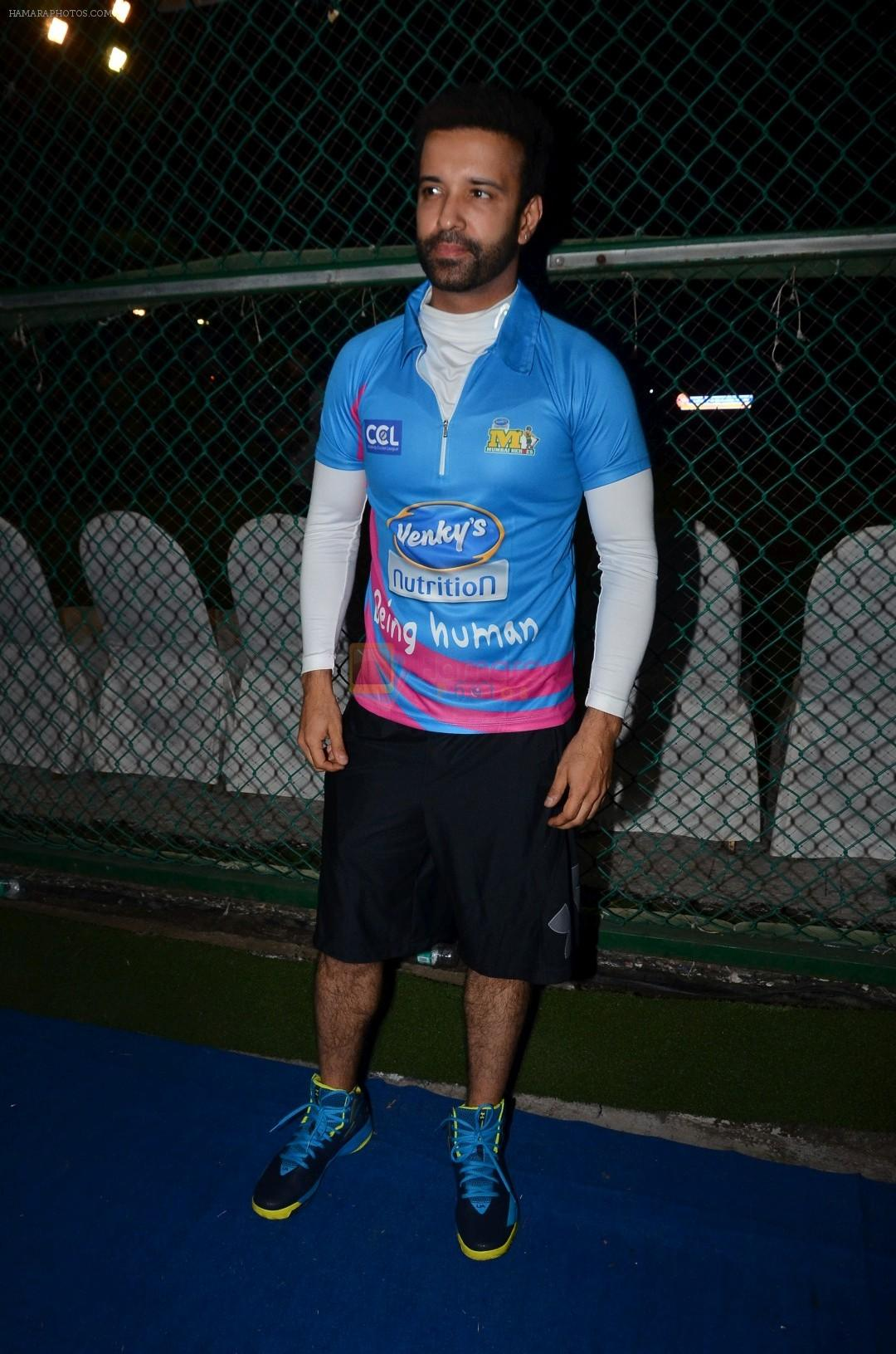 Aamir Ali at Yuva Mumbai VS Mumbai Heroes Cricket Match on 4th Nov 2017