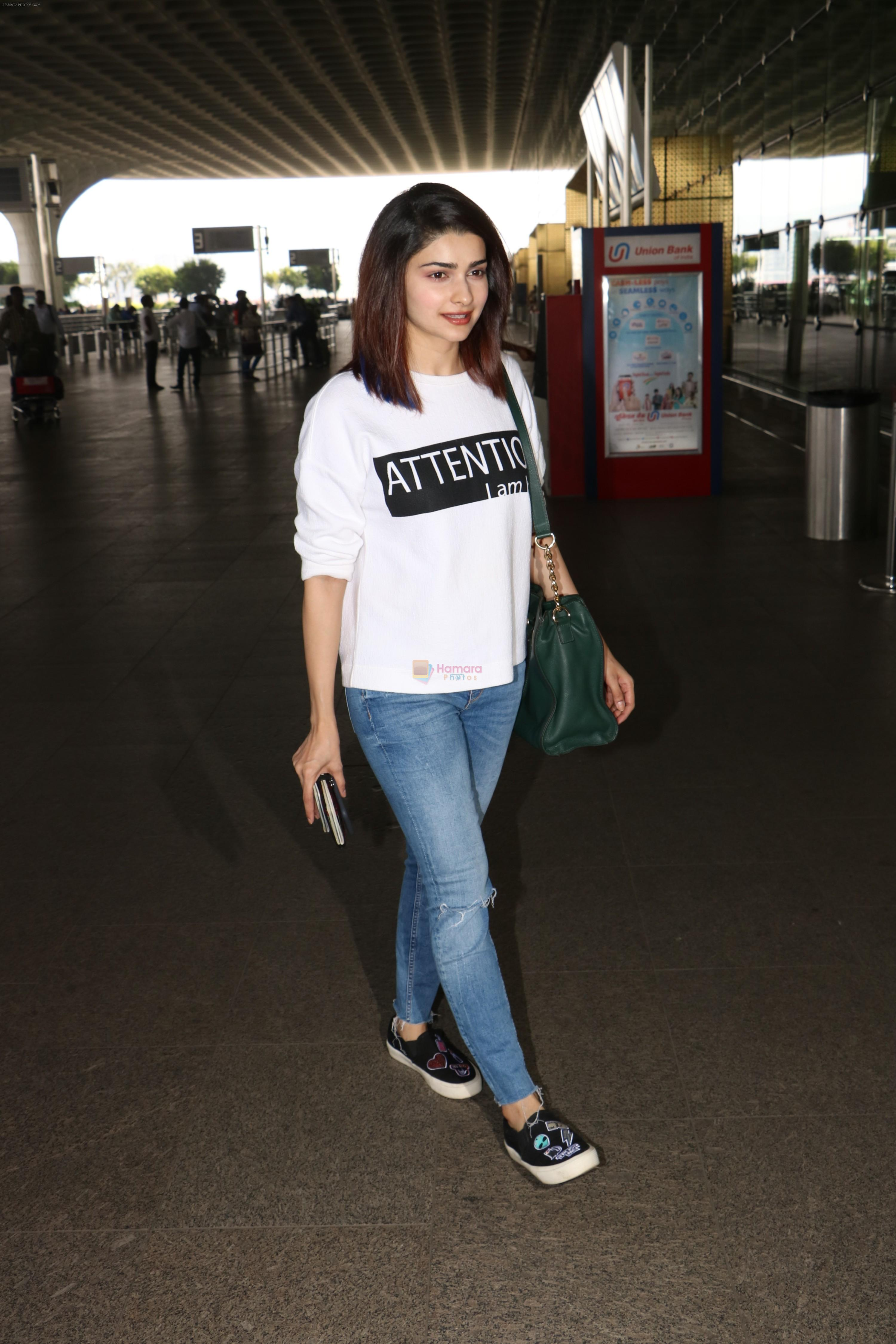 Prachi Desai Spotted At Airport on 11th Nov 2017