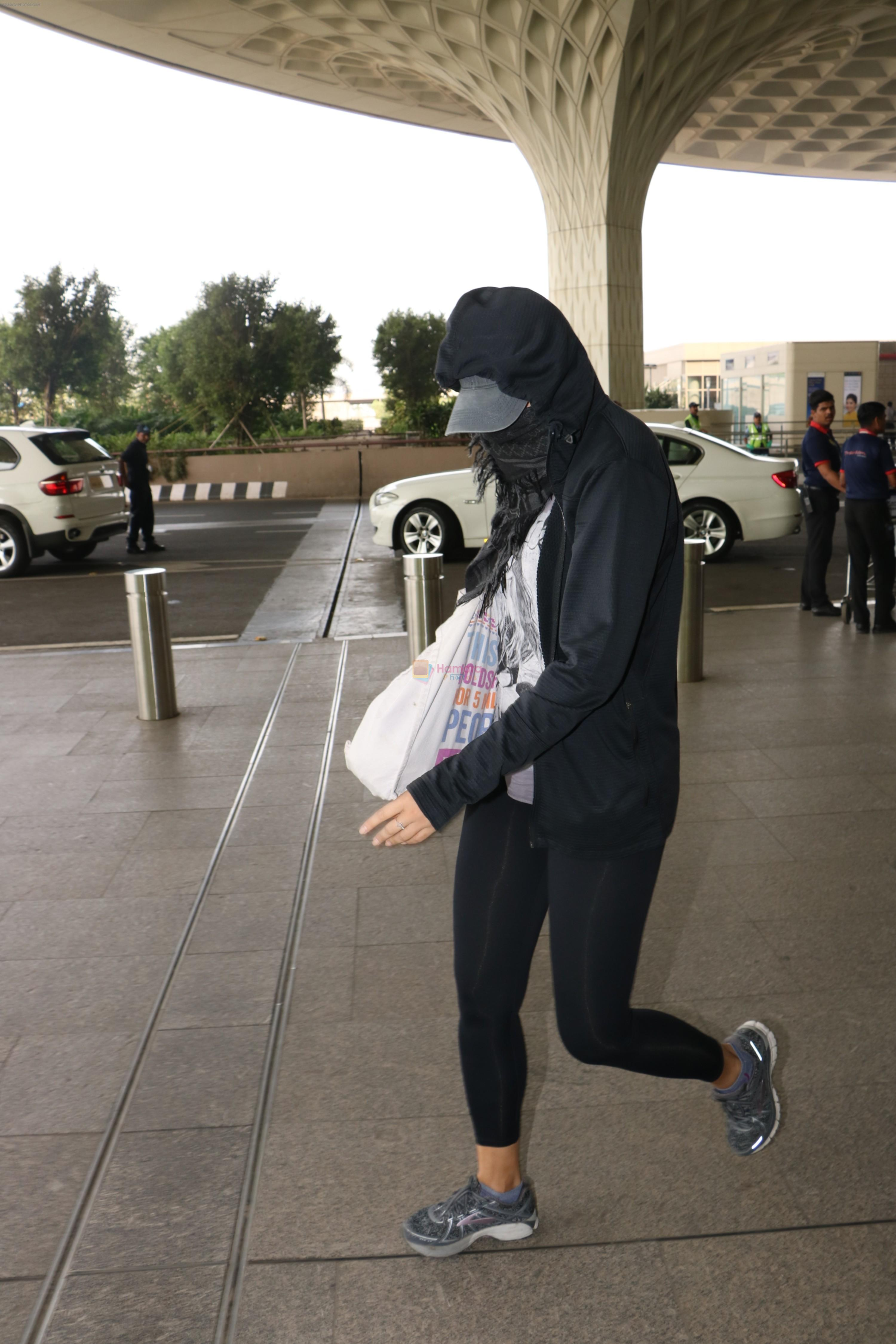 Nargis Fakhri Spotted At Airport on 17th Nov 2017