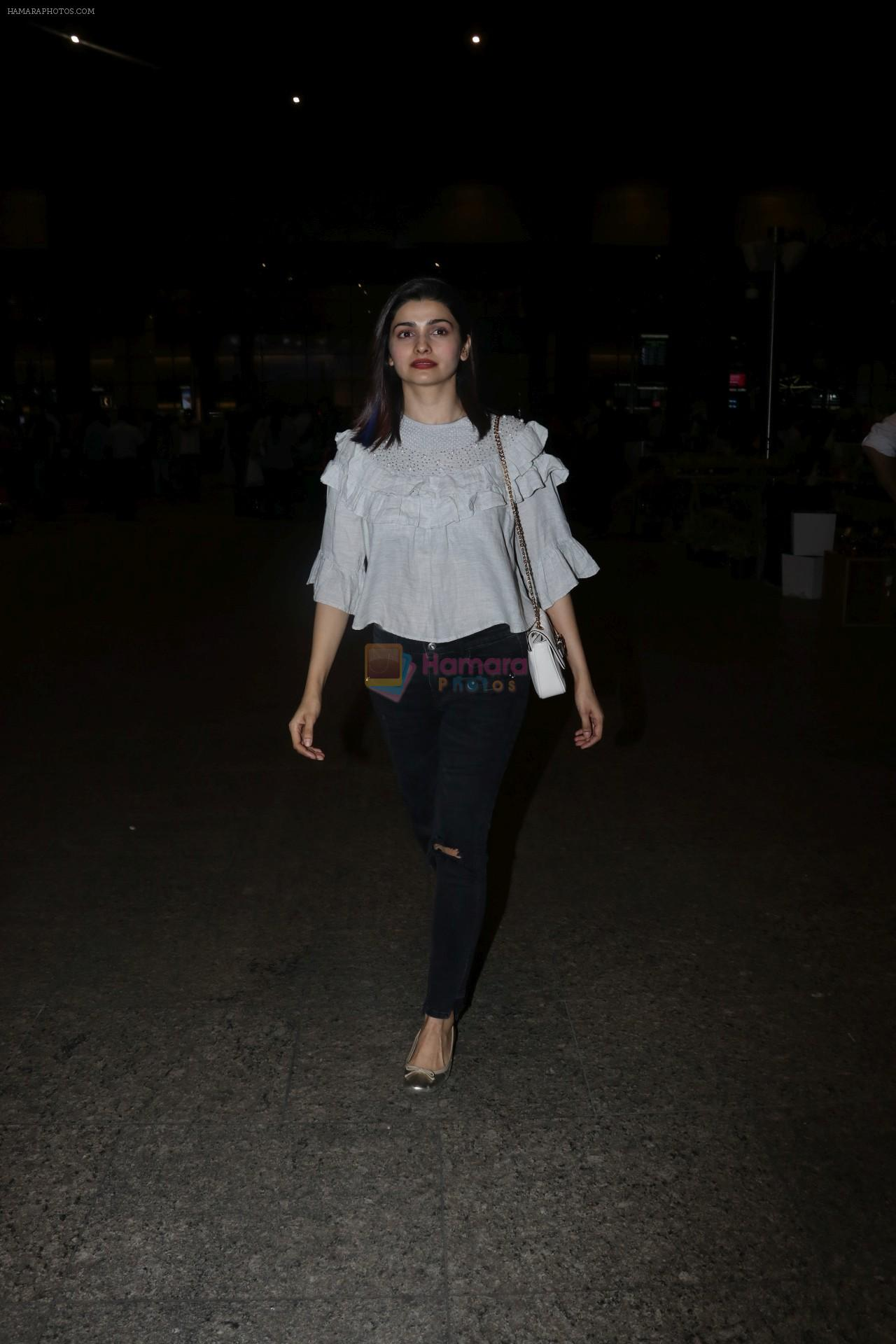 Prachi Desai Spotted At Airport on 1st Dec 2017