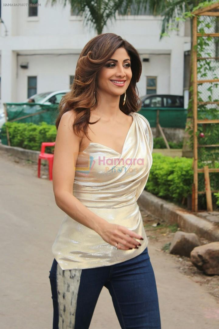 Govinda raveena tandon shilpa shetty on the sets of super dancer shilpa shetty on the sets of super dancer chapter 2 on 4th dec 2017 thecheapjerseys Images