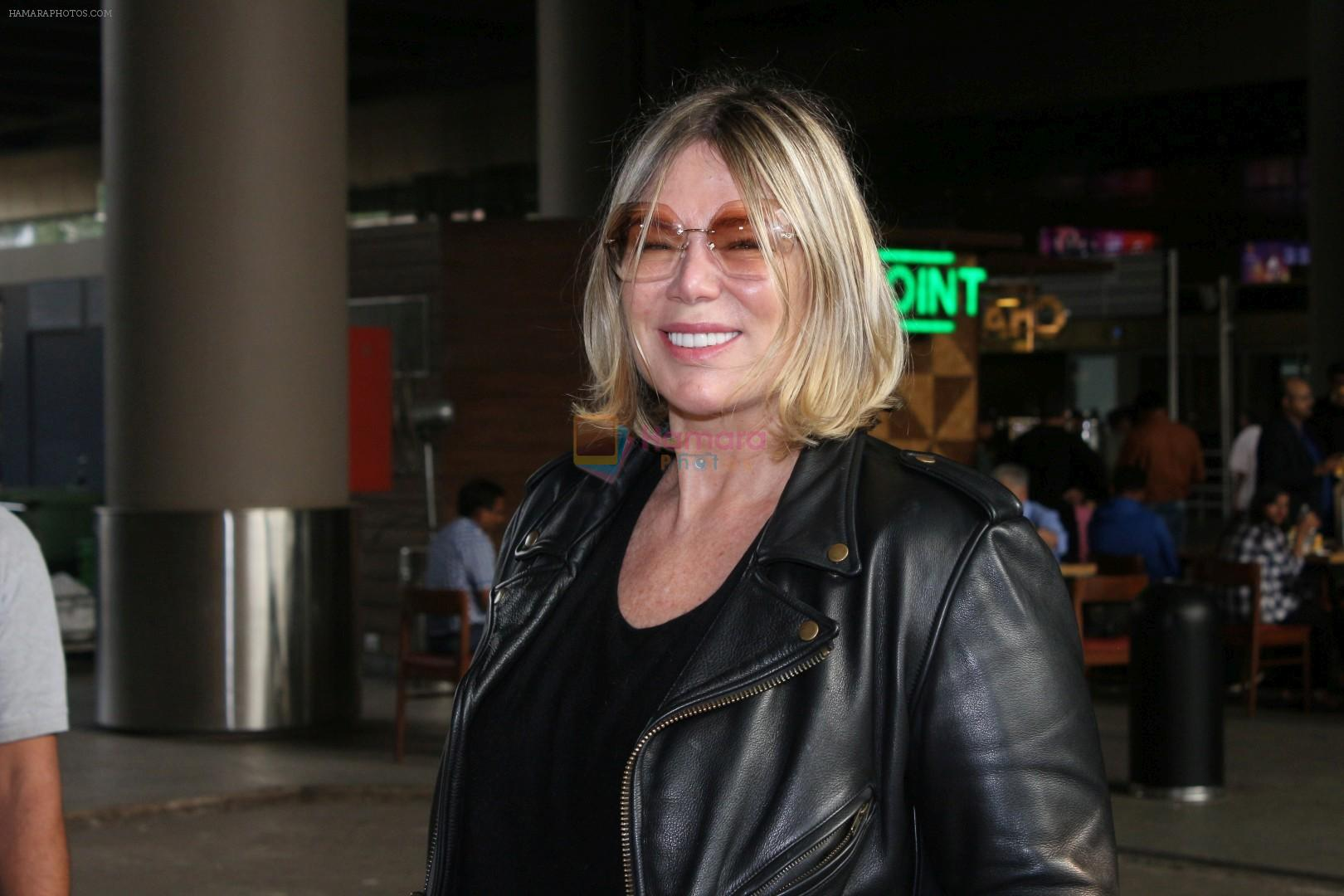 Mia Michaels Spotted At Airport on 8th Dec 2017