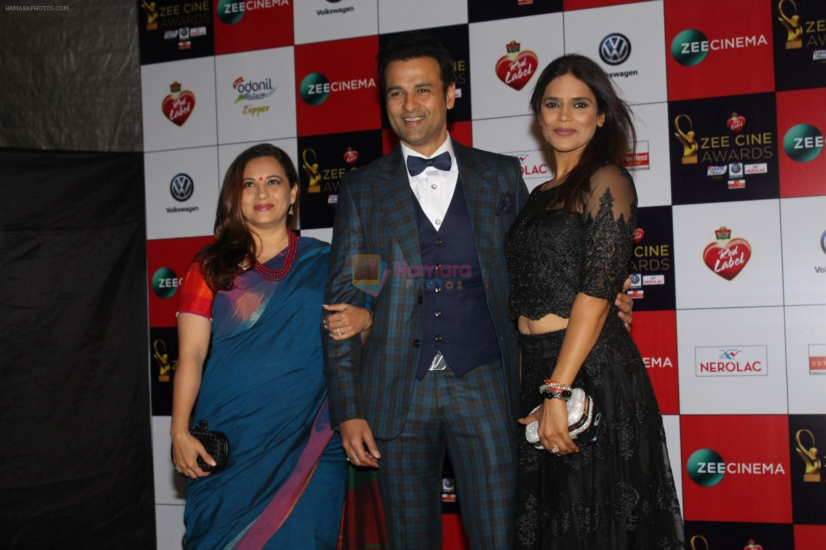 Rohit Roy, Manasi Joshi Roy at the Red Carpet Event Of Zee Cine Awards 2018 on 19th Dec 2017