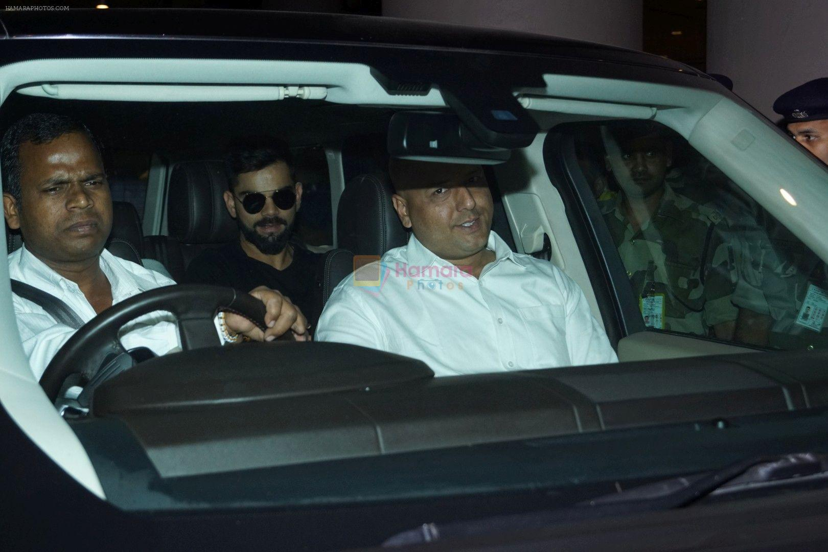 Virat Kohli Spotted At Airport on 22nd Dec 2017