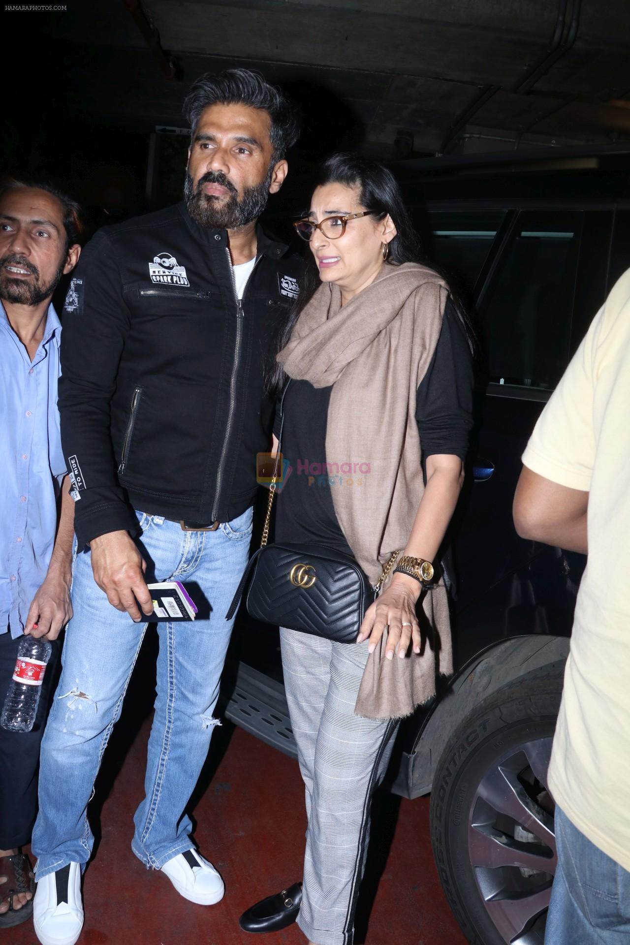 Suniel Shetty, Mana Shetty Spotted At Airport on 5th Jan 2018