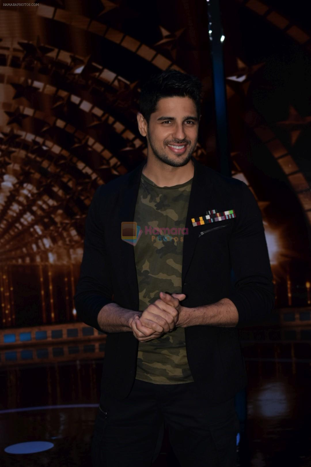 Sidharth Malhotra on the set of India's next superstar on 6th Jan 2018