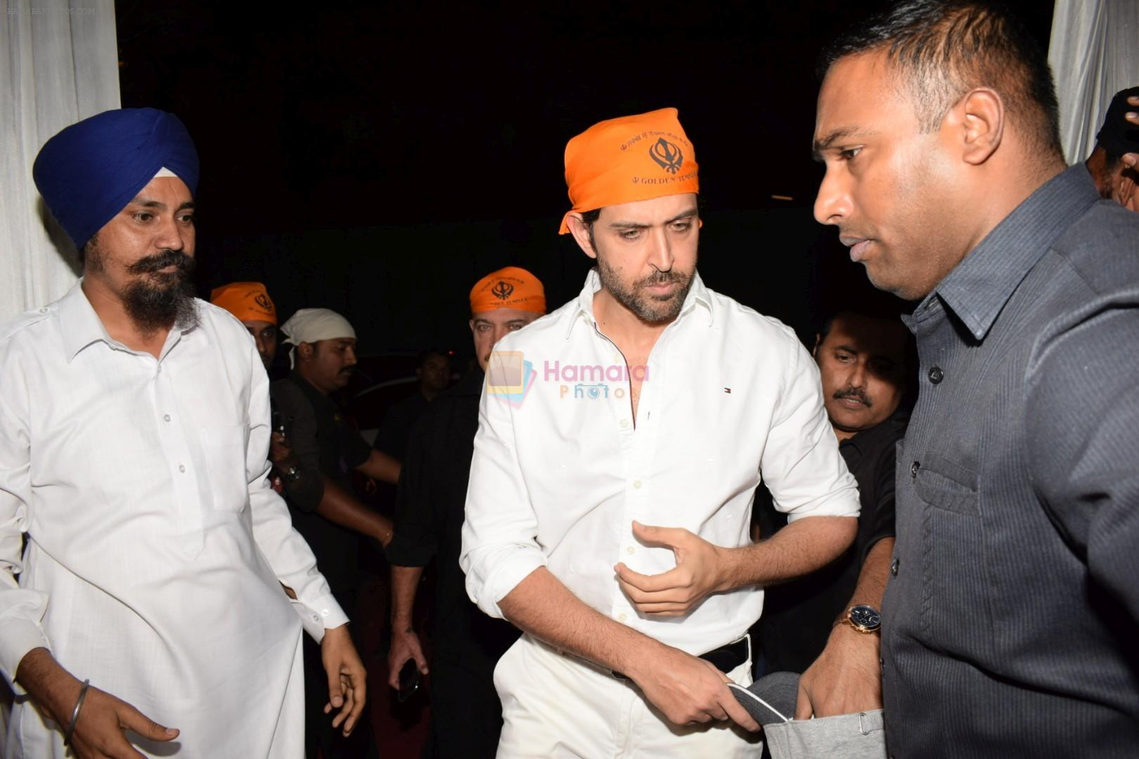 Hrithik Roshan at Kirtan Darbar in jvpd ground juhu on 6th Jan 2018