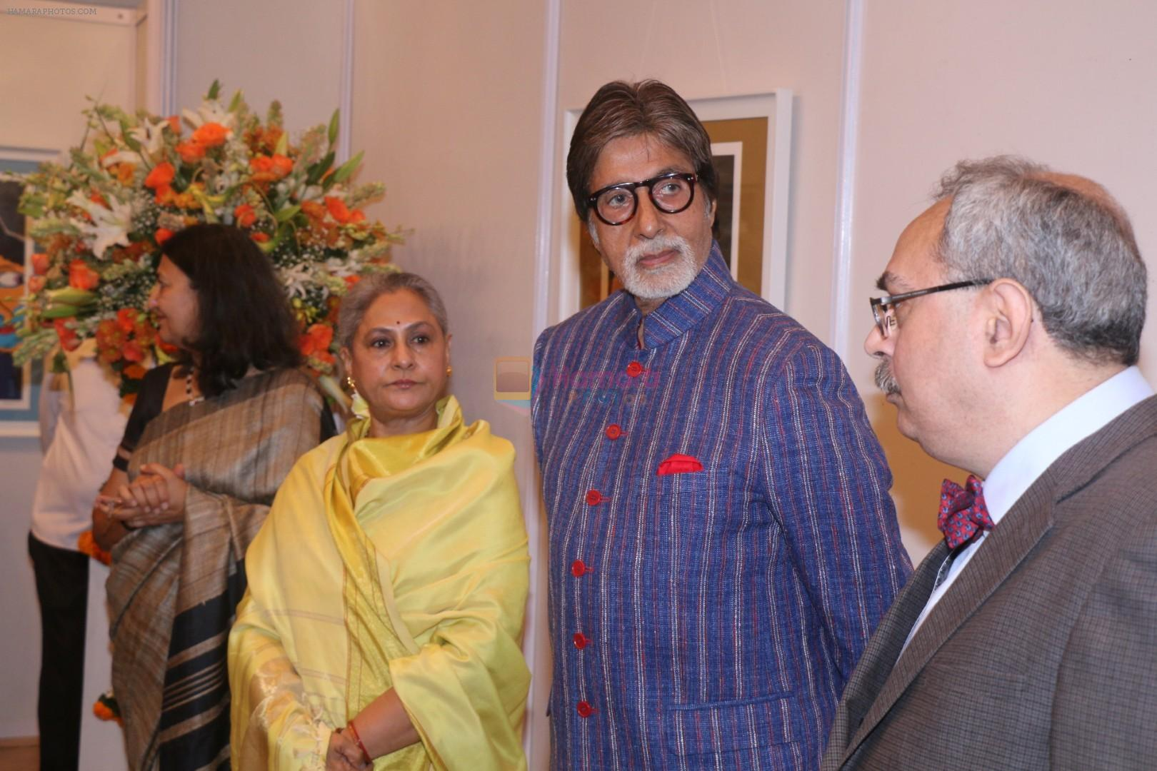 Amitabh Bachchan, Jaya Bachchan At Opening Preview Of Dilip De's Art Exhibition on 26th Jan 2018