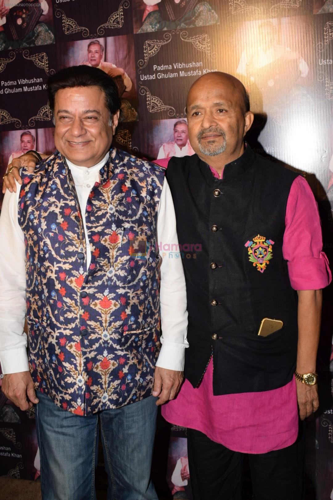 Anup Jalota, Sameer at the national honour Padma vibhushan bestowed to guru Ustad Ghulam Mustafa Khan at The Club in Andheri on 5th March 2018