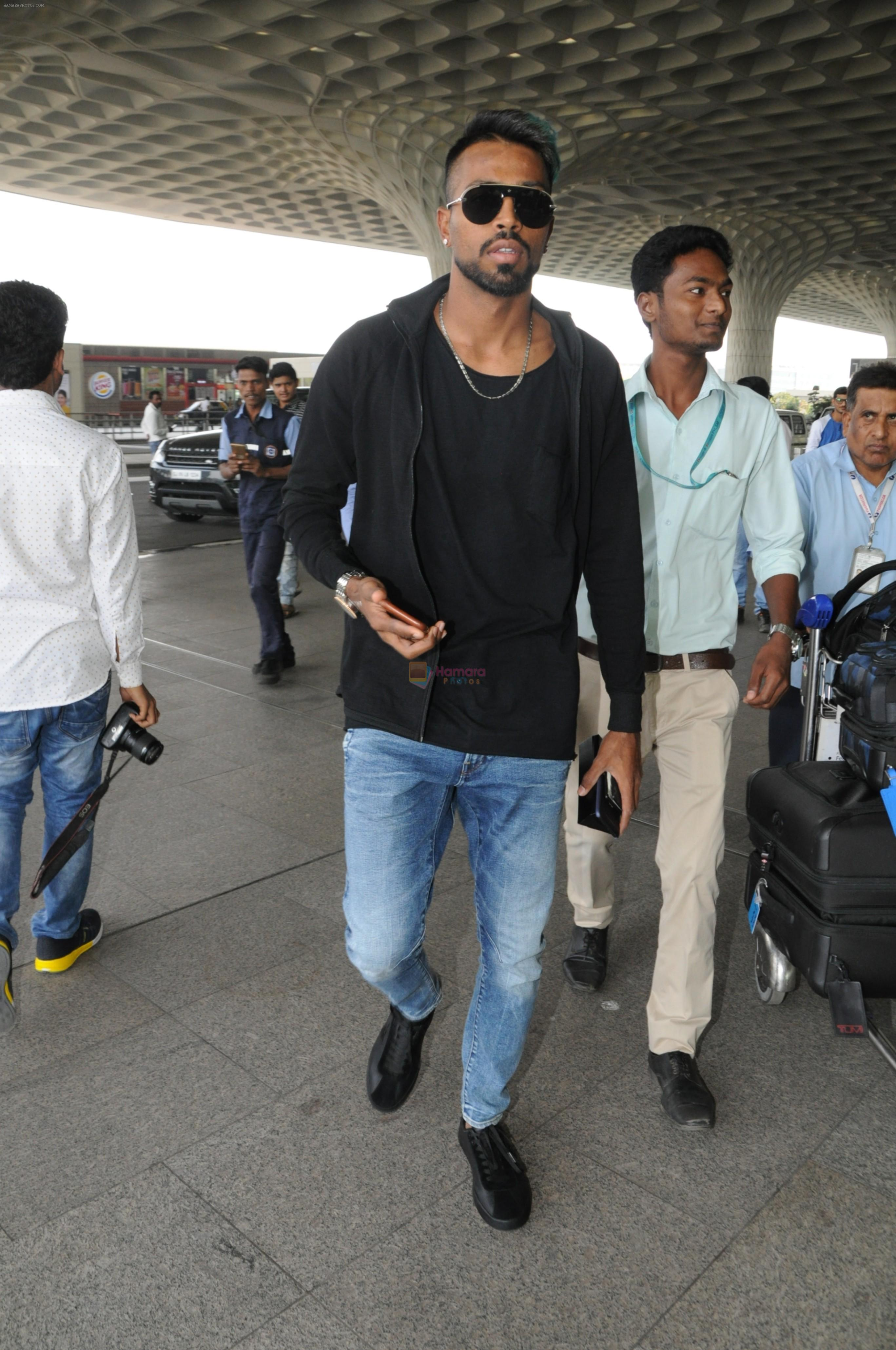 Hardik Pandya spotted in Mumbai airport on 5th March 2018