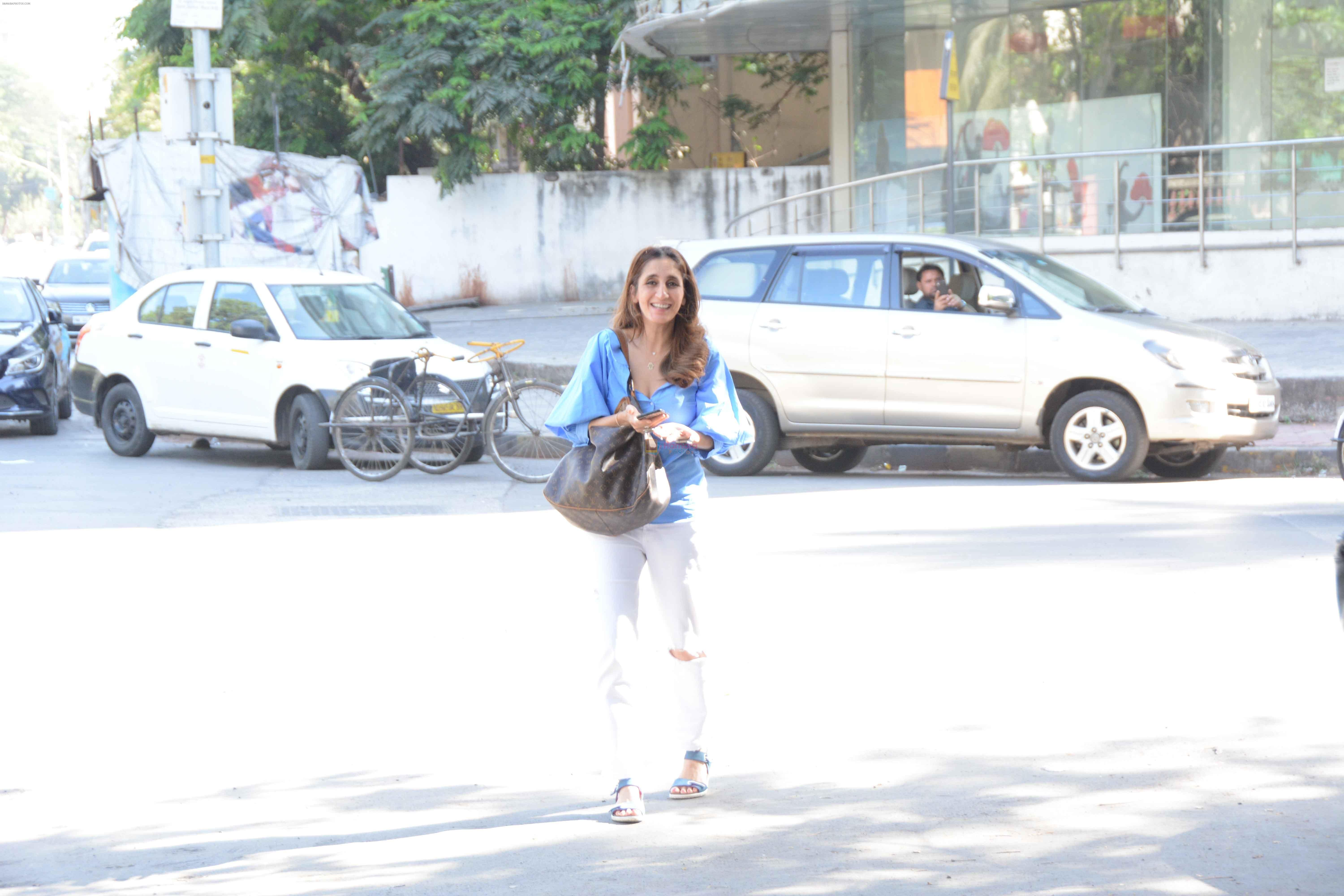Farah Khan Ali Spotted At Kromakay Salon on 22nd March 2018