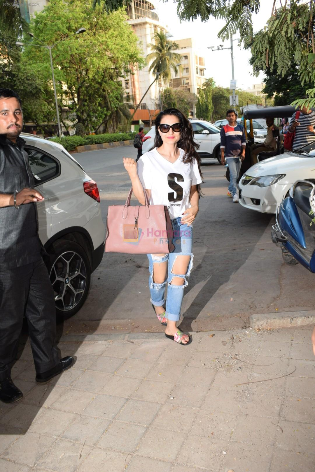 Ameesha Patel spotted at kromakay salon in juhu, mumbai on 29th March 2018