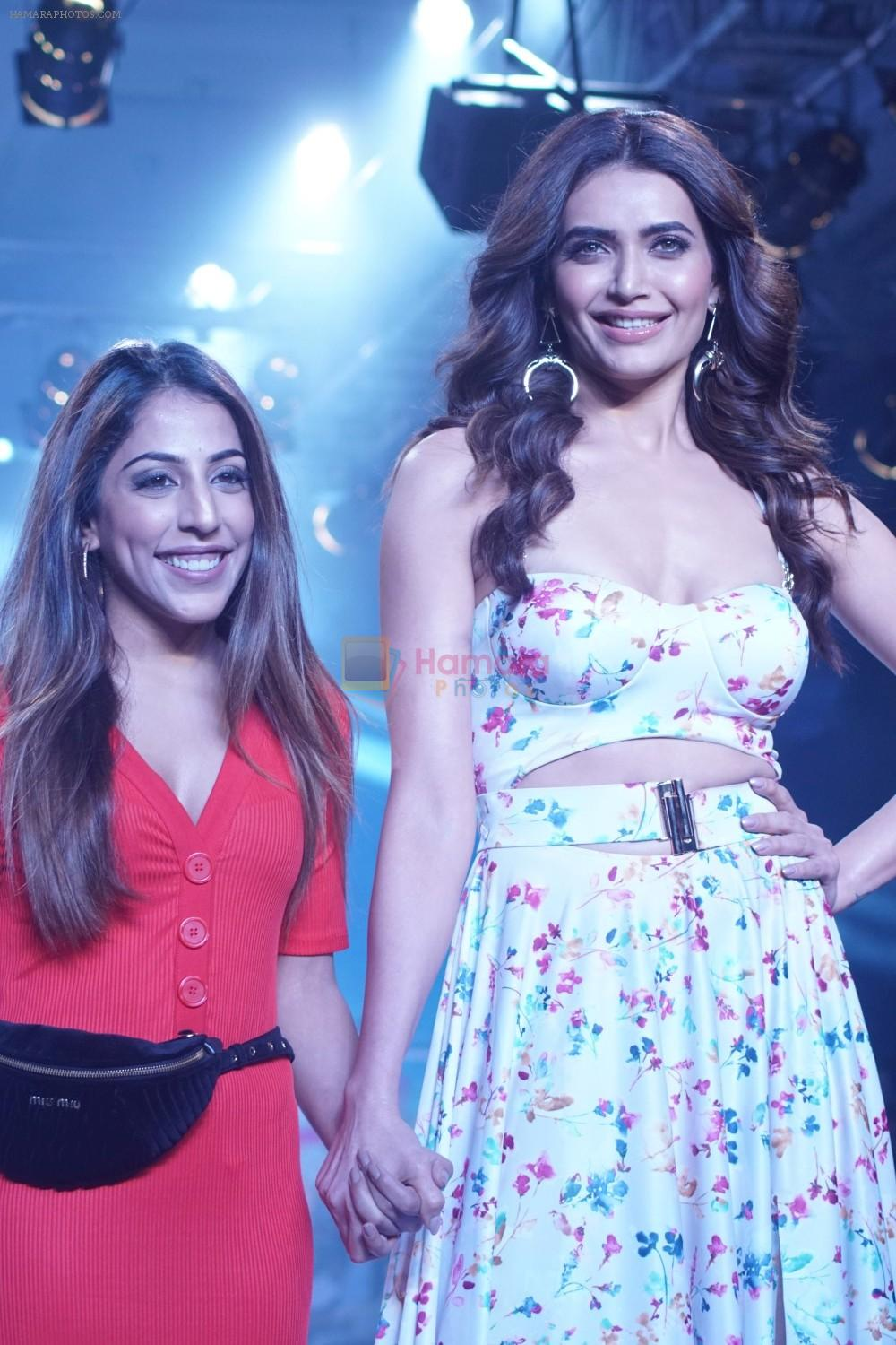 Karishma Tanna Showstopper For Designer Aakriti At Bombay Times Fashion Week on 1st April 2018