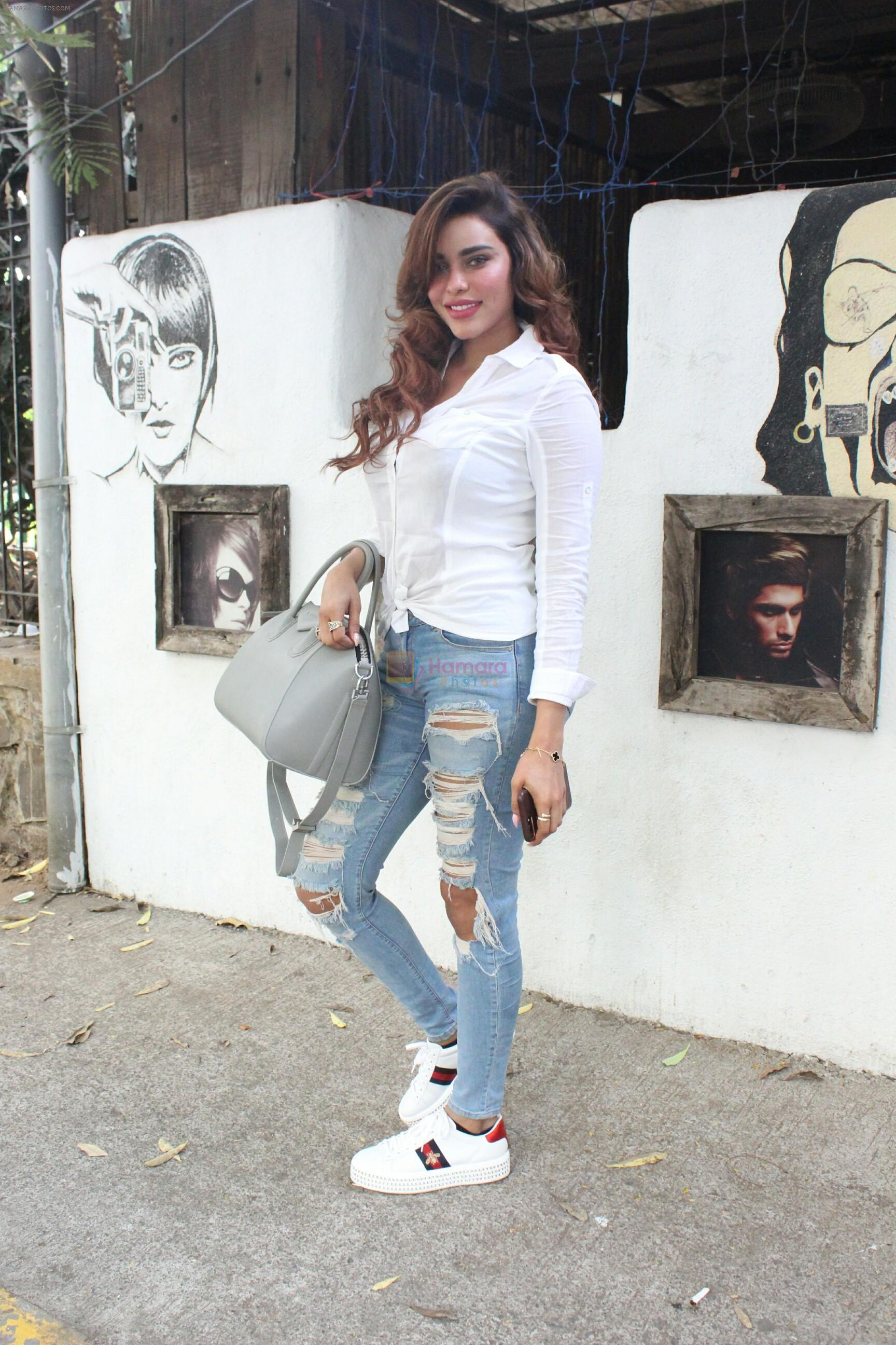 Gizzele Thakkar spotted at bandra on 15th May 2018