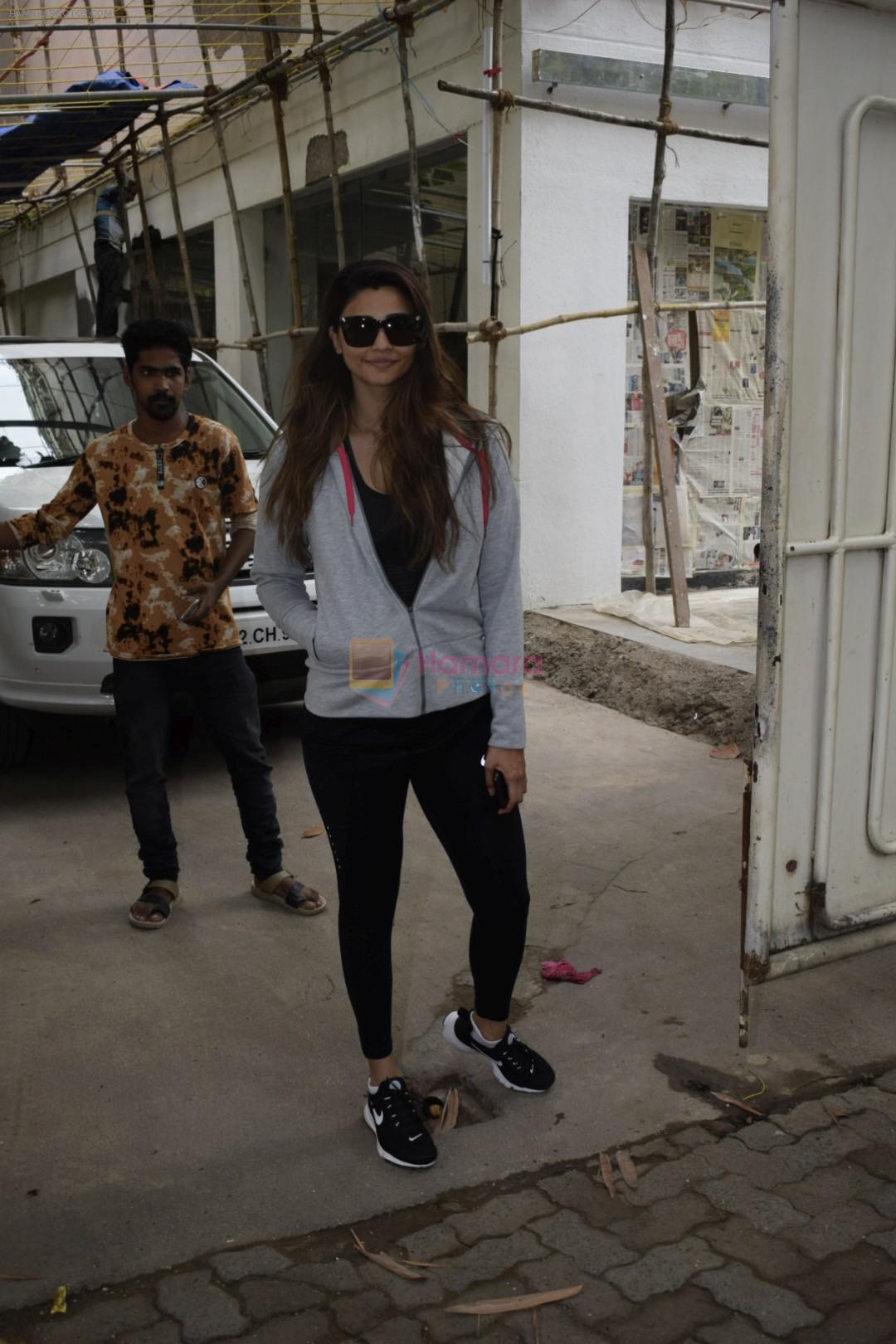 Daisy Shah Spotted At Sunny Sound Juhu on 6th June 2018