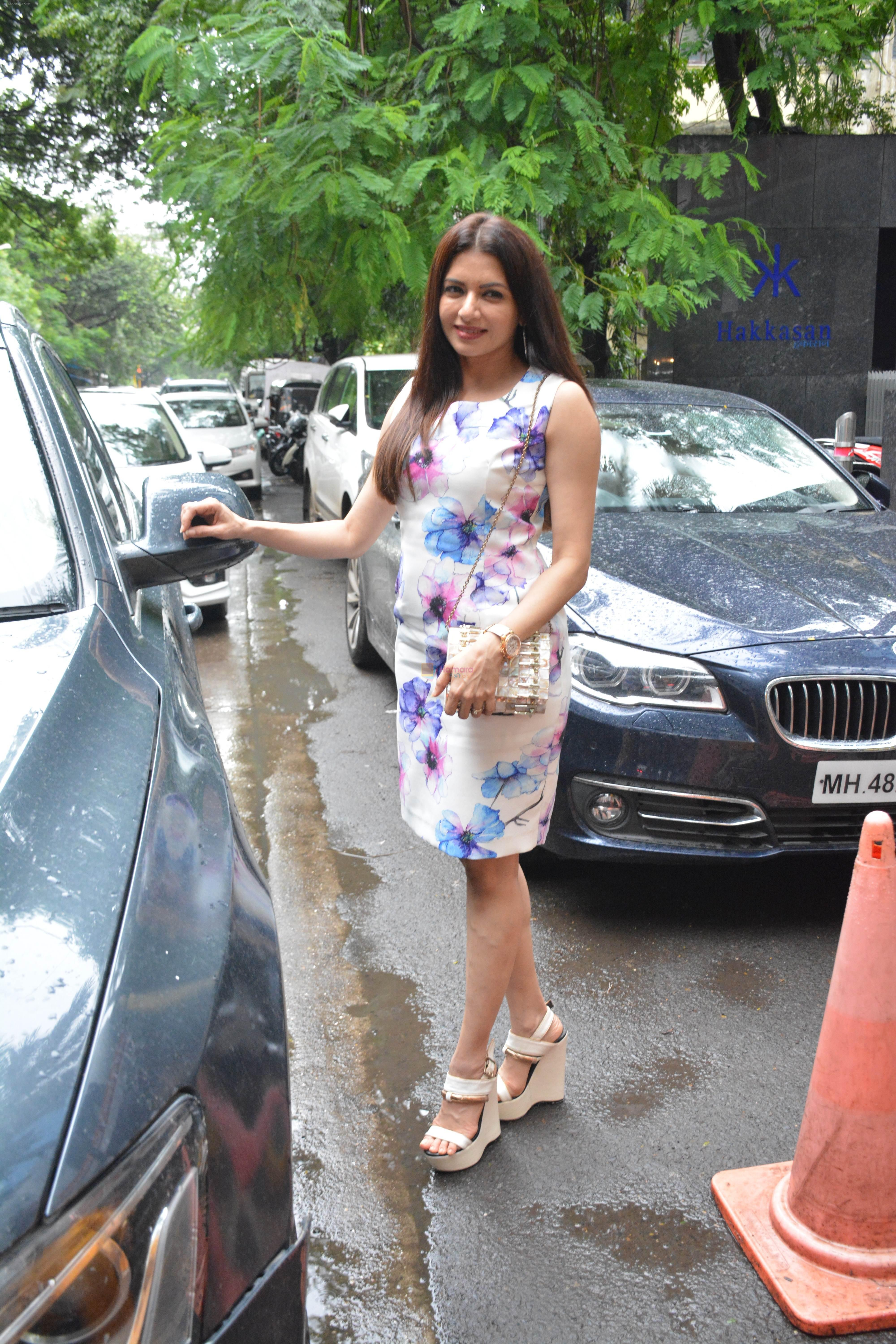 Bhagyashree spotted at Hakkasan bandra on 4th Aug 2018