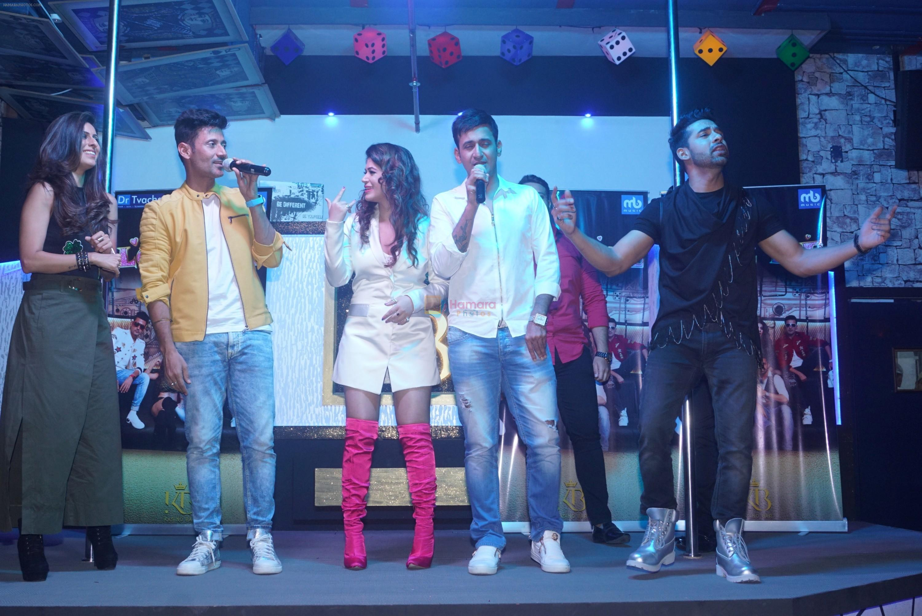 Khushboo Grewal, Puneesh Sharma, Bandgi Kalra, Manmeet Gulzar, Harmeet Gulzar at the launch of Kasino Bar and Launch of Meet Bros song Love Me on 6th Aug 2018
