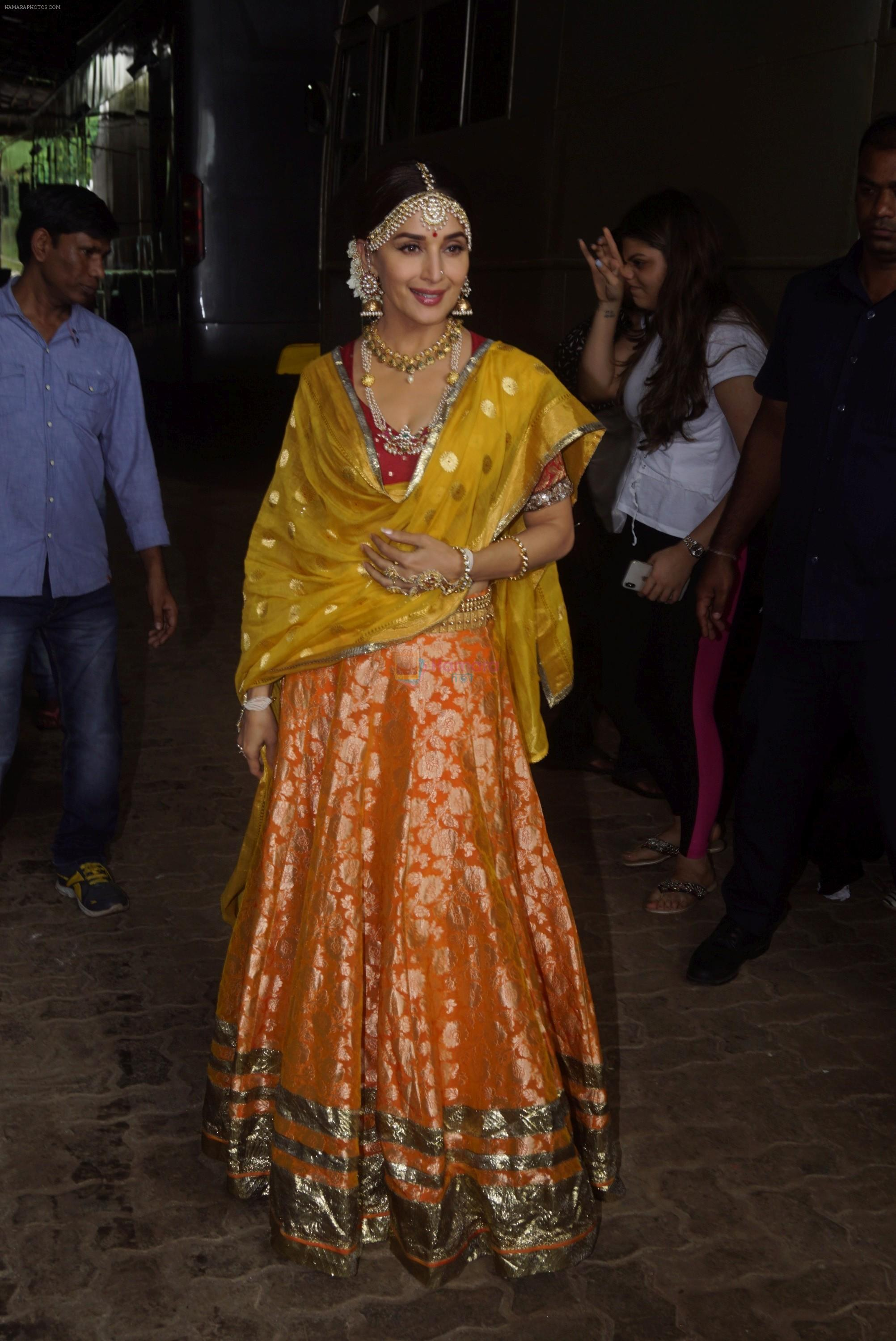 Madhuri Dixit on the sets of Dance Deewane on 13th Aug 2018