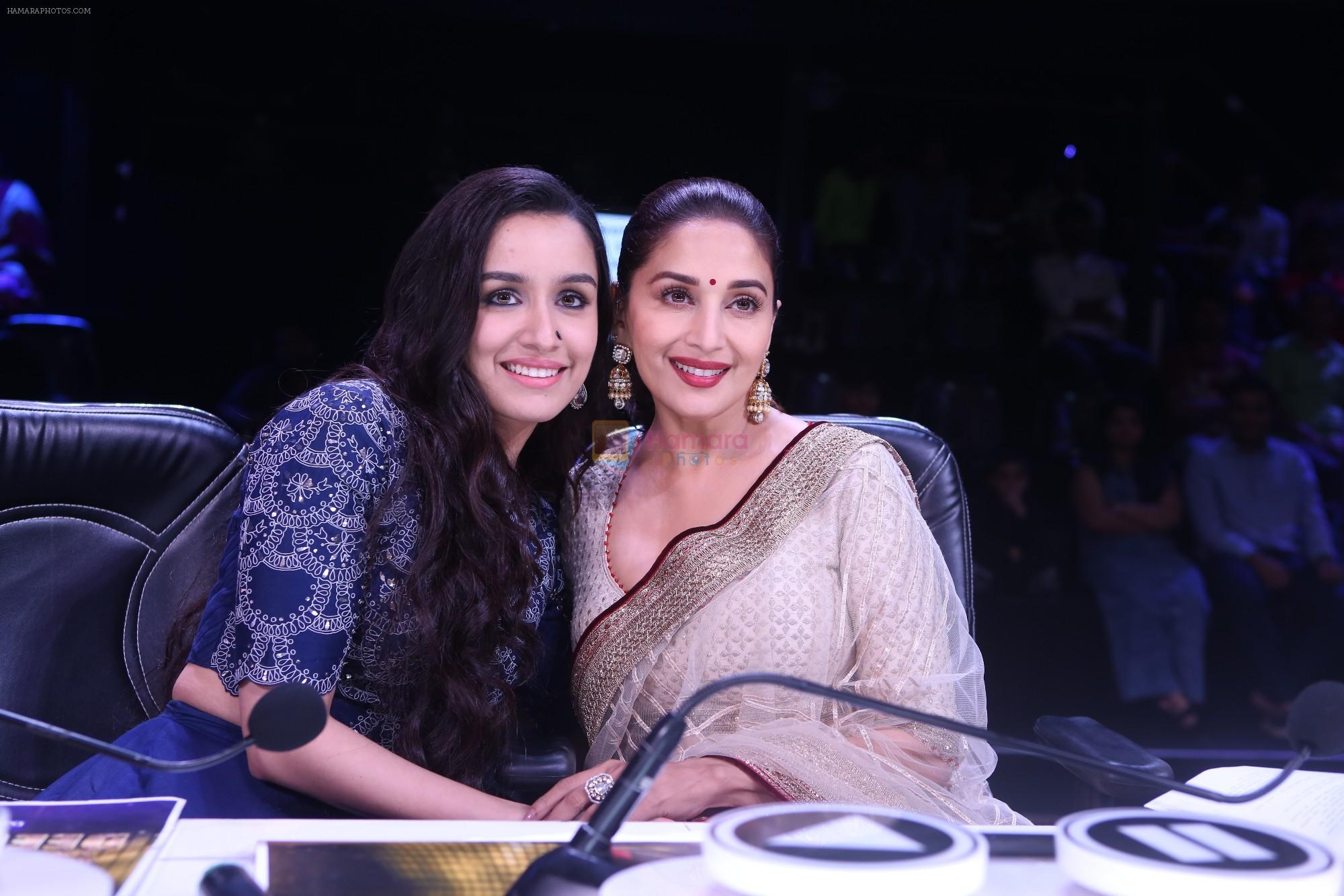 Shraddha Kapoor, Madhuri Dixit on the the sets of Colors Dance Deewane in filmcity on 20th Aug 2018