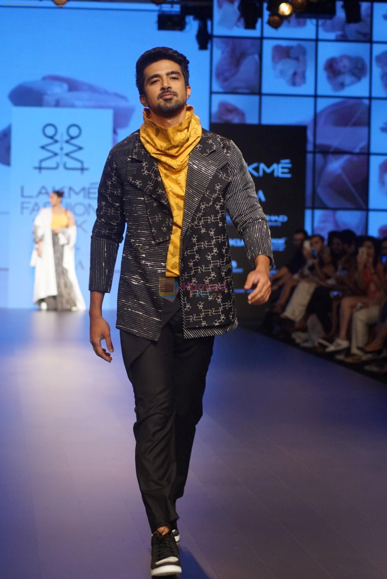 Saqib Saleem at CAPRESE X SHIFT & ARPITA MEHTA at Lakme Fashion Week on 25th AUg 2018