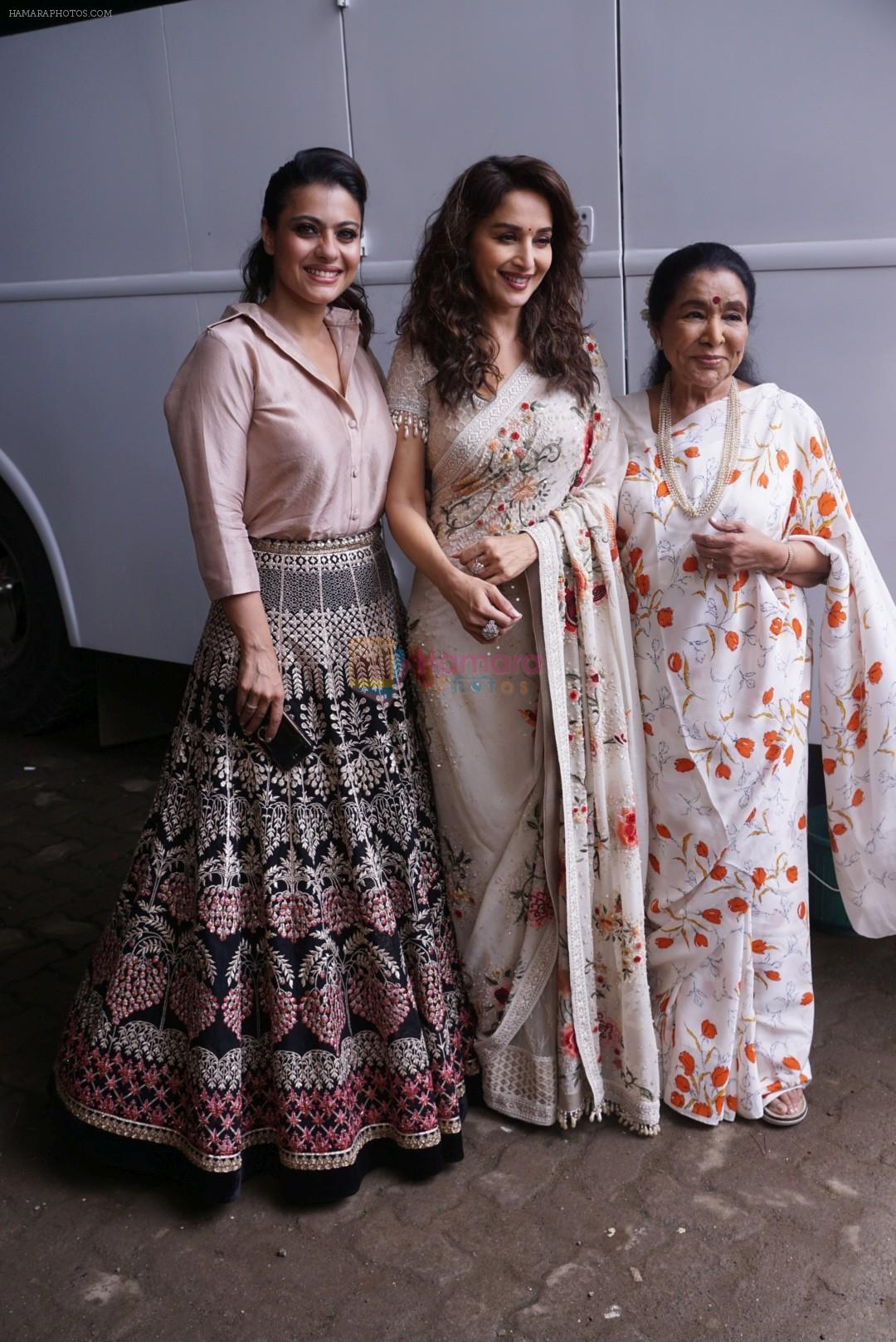 Asha Bhosle, Kajol, Madhuri Dixit On The Sets Of Colors Show Dance Deewane In Filmcity Goregaon on 30th Aug 2018