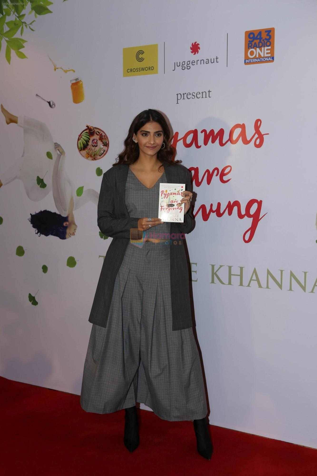 Sonam Kapoor at the Launch Of Twinkle Khanna's Book Pyjamas Are Forgiving in Taj Lands End Bandra on 7th Sept 2018