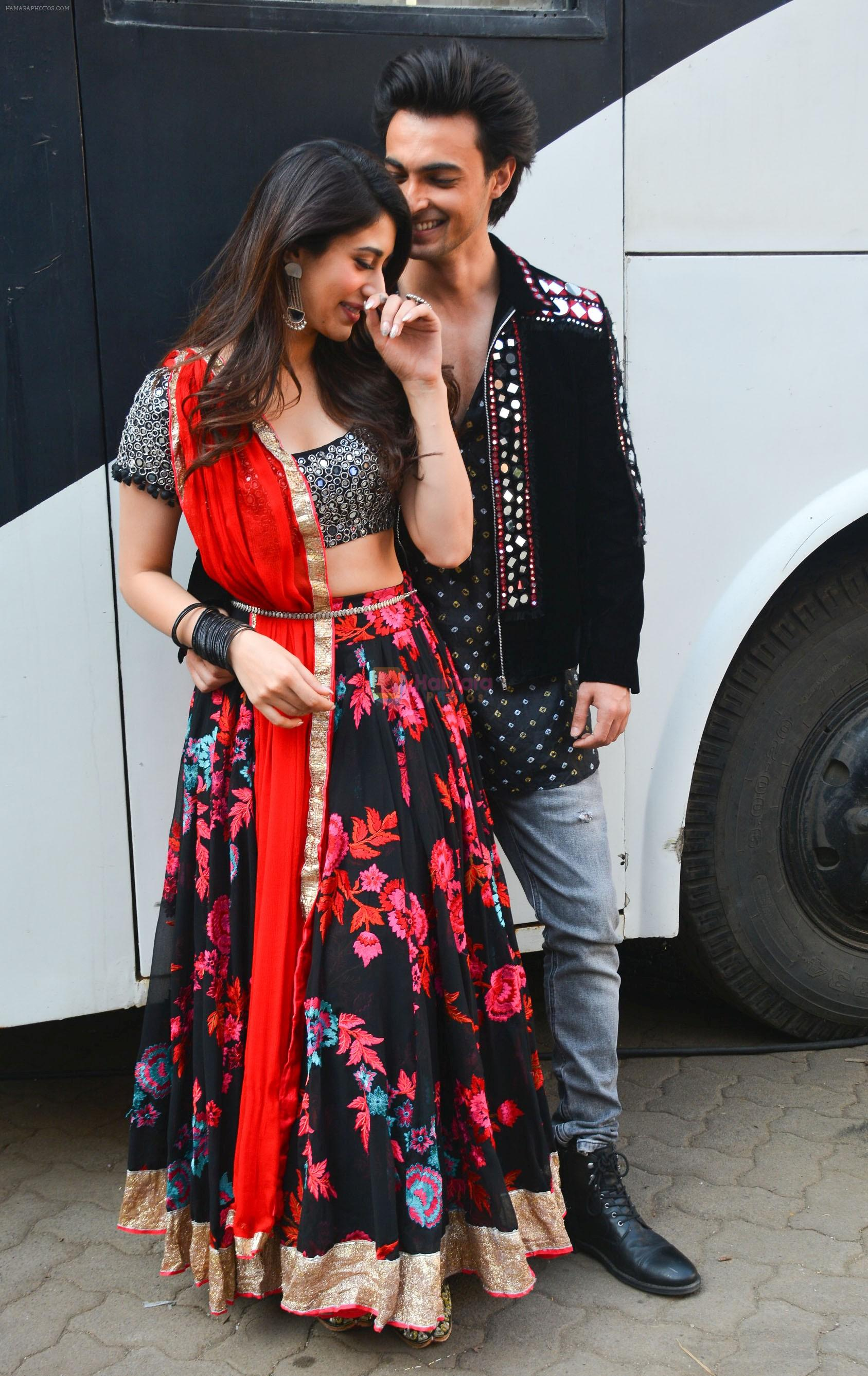 Aayush Sharma, Warina Hussain At Mehboob Studio In Bandra on 23rd Sept 2018
