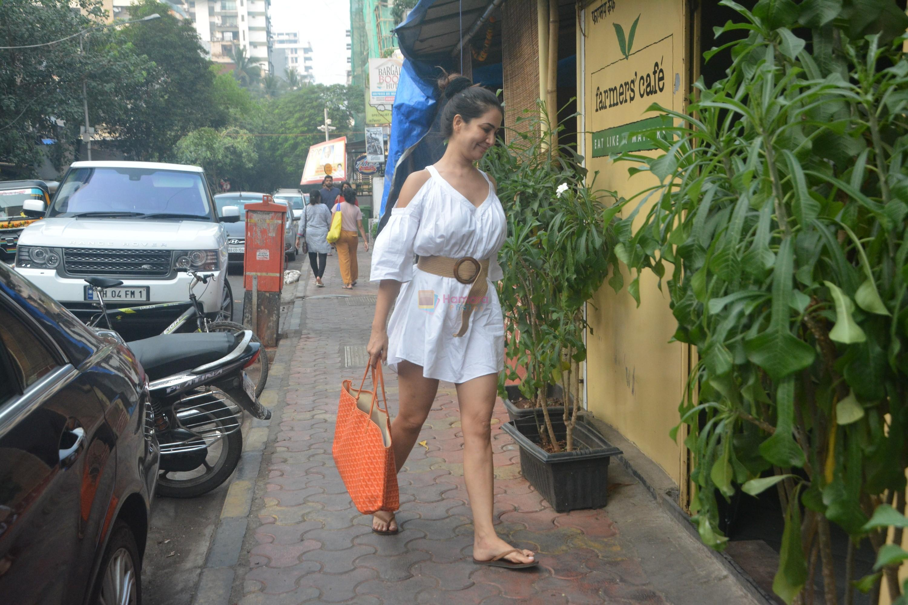 Kim Sharma Spotted At Farmer's Cafe Bandra on 20th Oct 2018