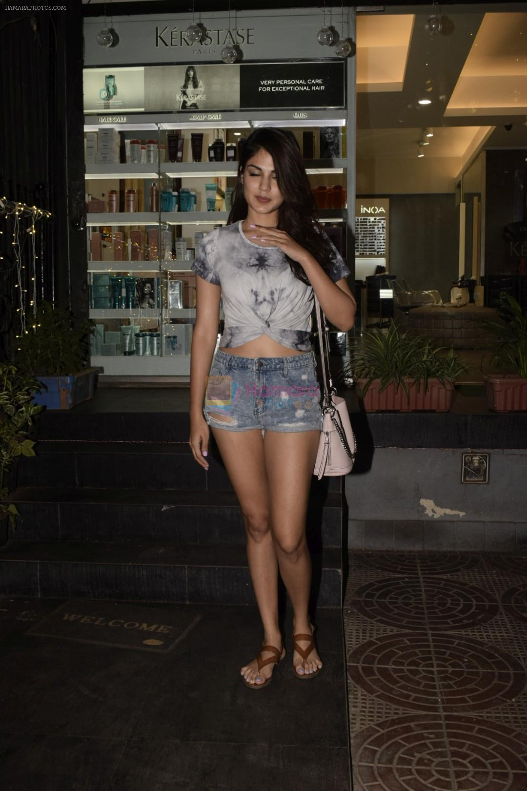 Rhea Chakraborty spotted at Juice khar on 10th Nov 2018