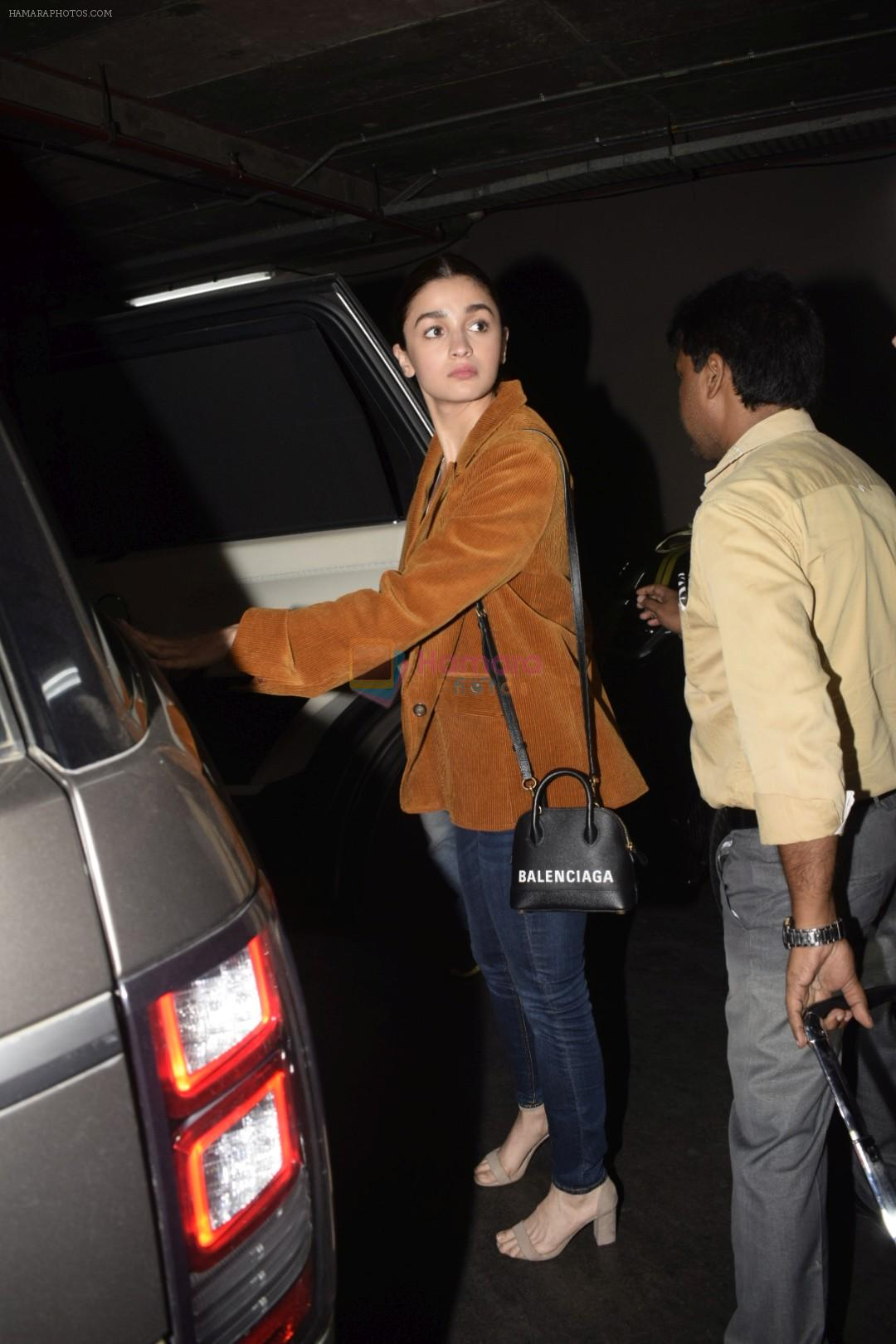 Alia Bhatt spotted at airport on 11th Nov 2018
