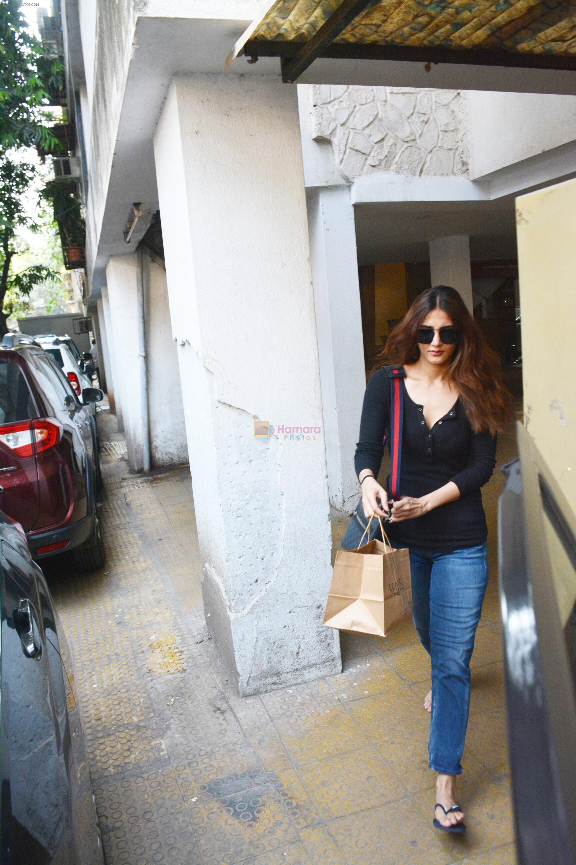 Vaani Kapoor spotted at bandra on 15th Nov 2018
