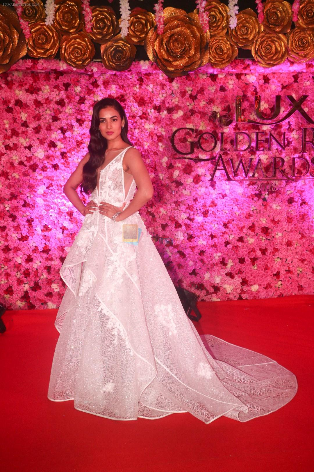 Sonal Chauhan at the Red Carpet of Lux Golden Rose Awards 2018 on 18th Nov 2018