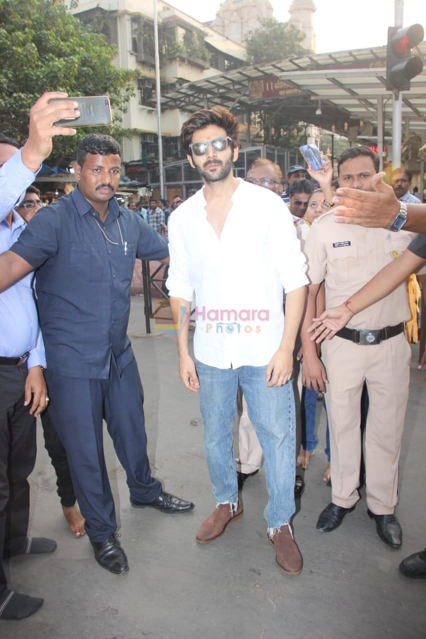 Kartik Aaryan visited shidhivinayak mandir on his birthday on 22nd Nov 2018