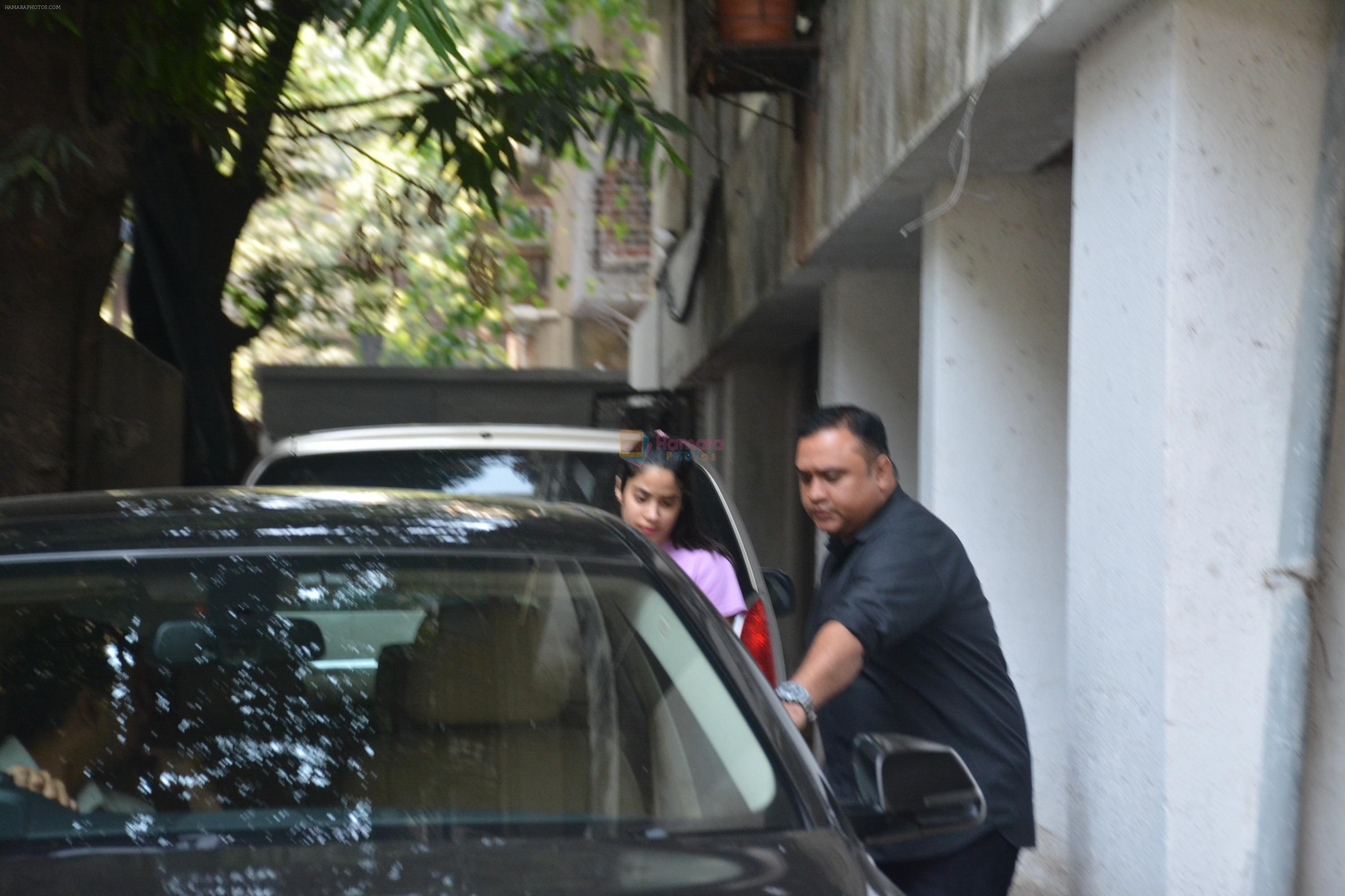 Janhvi Kapoor spotted at a clinic in bandra on 25th Nov 2018