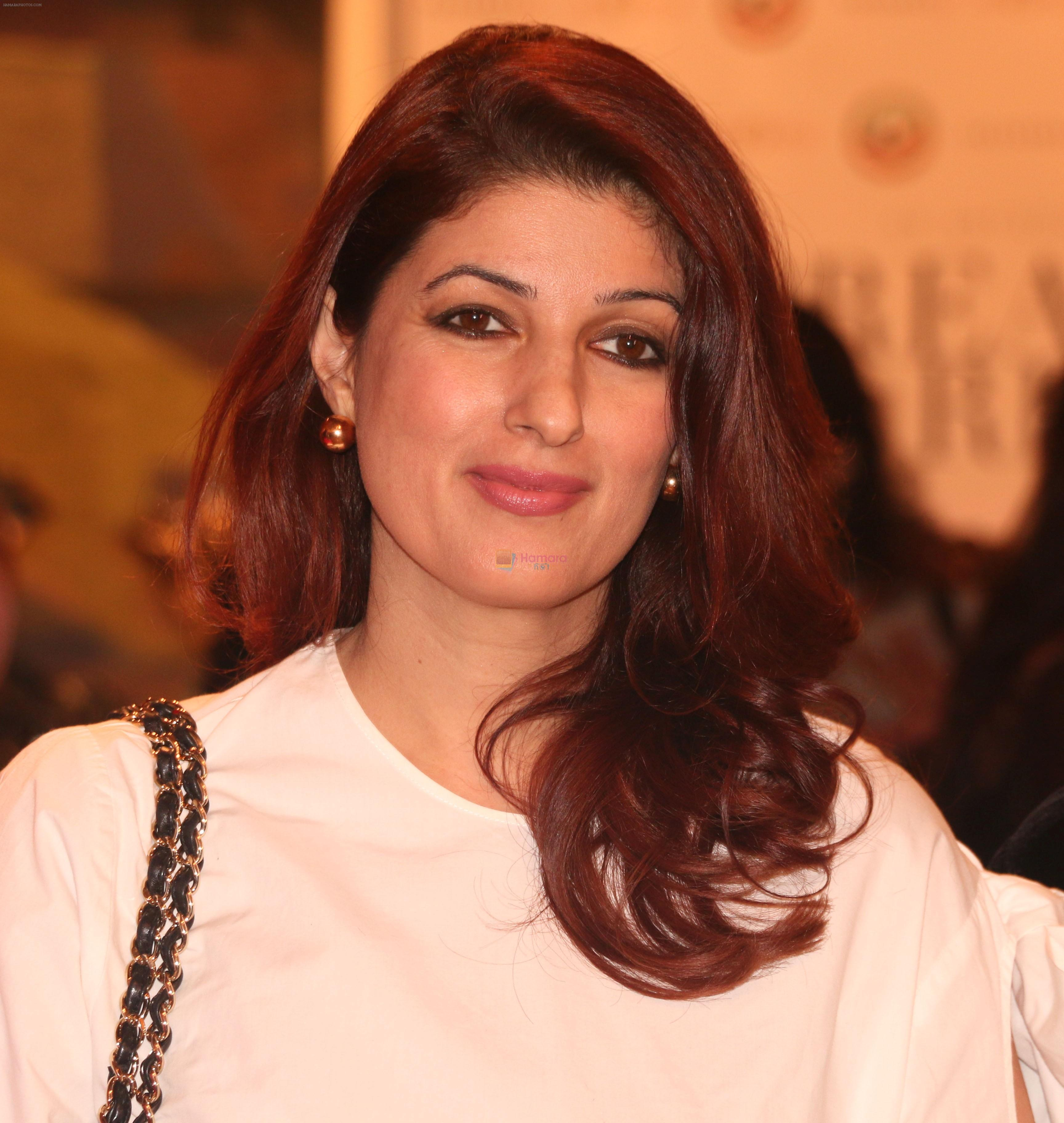 Twinkle Khanna Inaugurates an Art Show Breaking Barriers on 27th Nov 2018