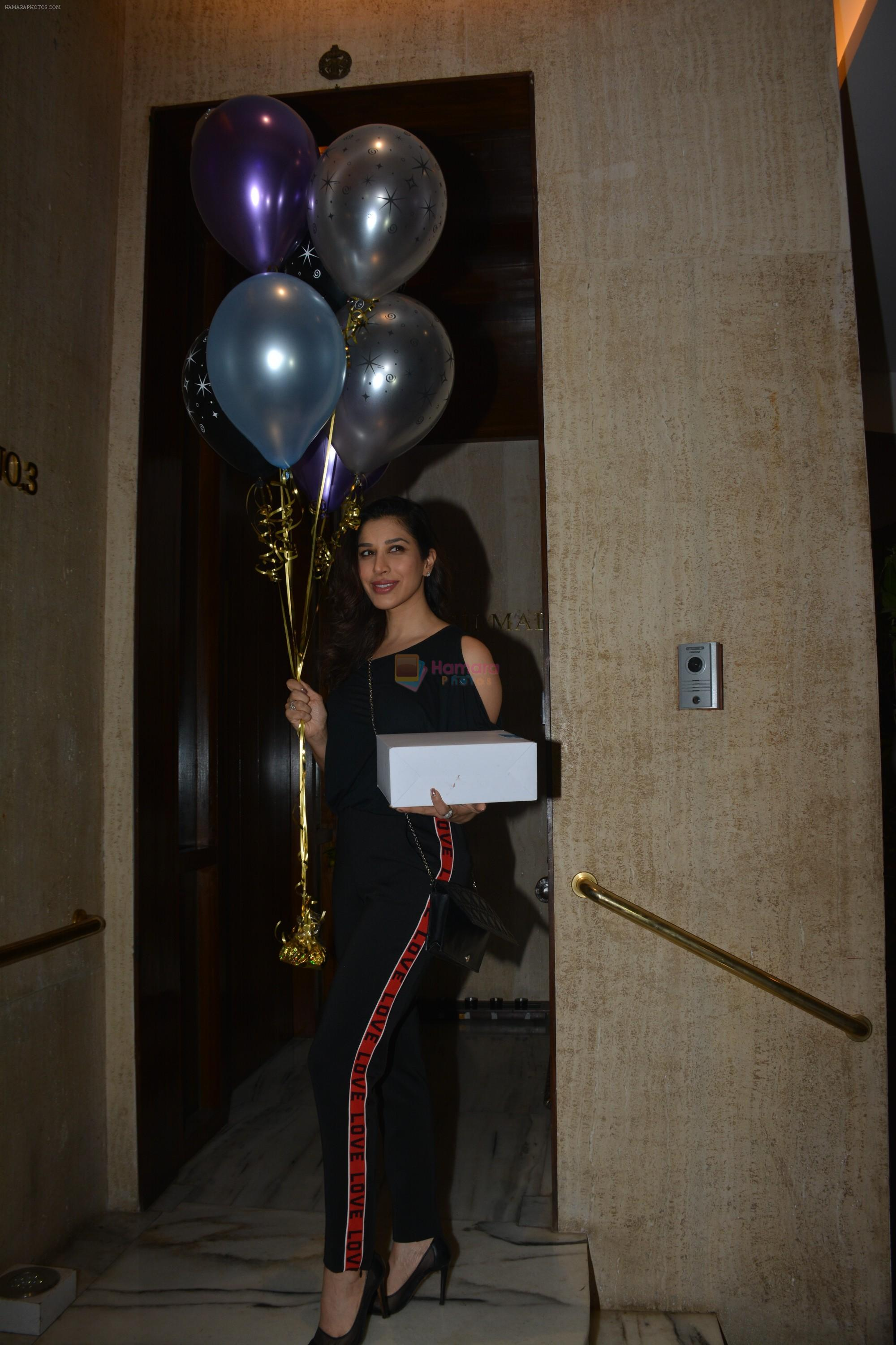 Sophie Choudry at Manish Malhotra's birthday party at his bandra residence on 4th Dec 2018