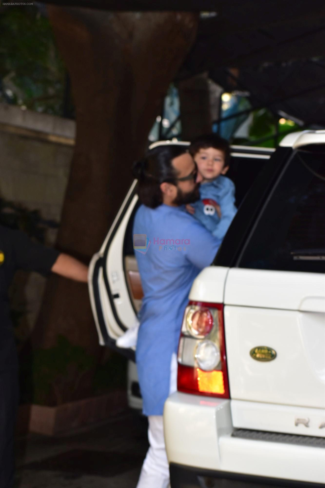 Saif Ali Khan attends the christmas brunch at Shashi Kapoor's house in juhu on 25th Dec 2018
